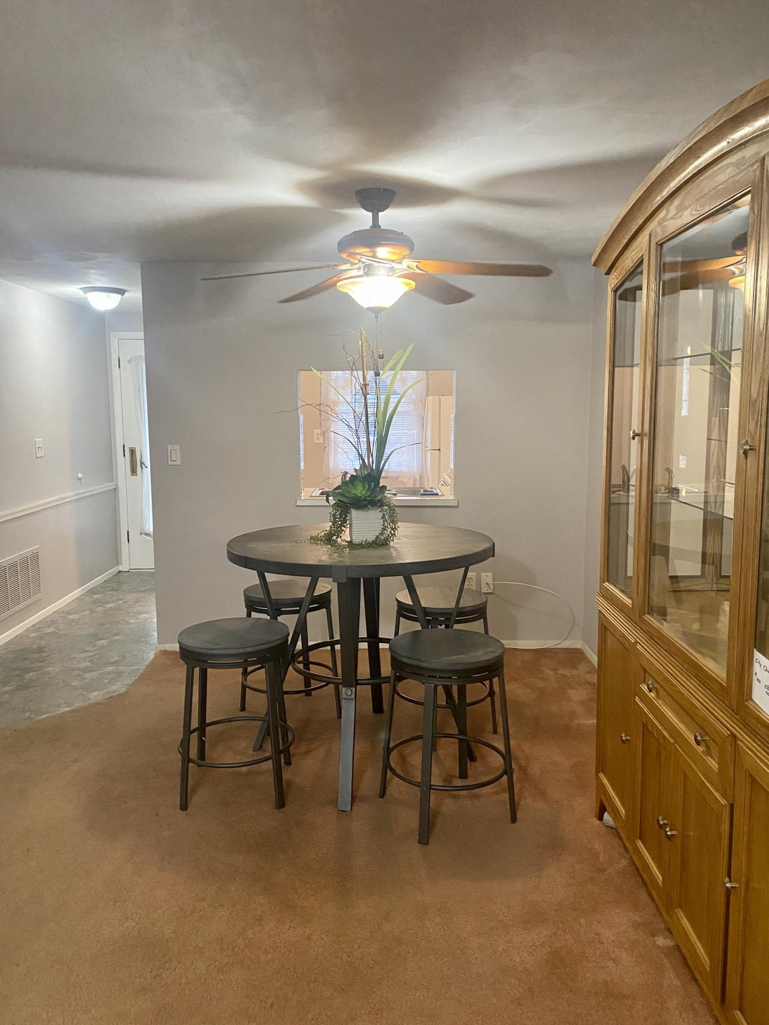 Listing photo id 3 for 4230 Richmere Drive