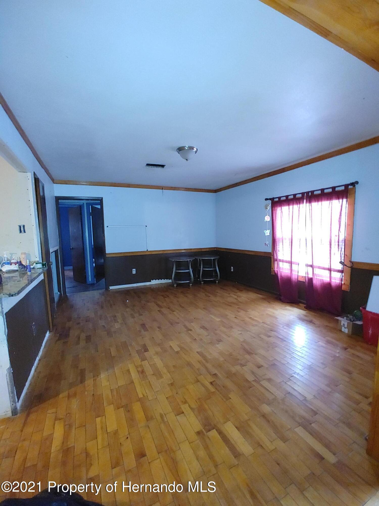 Listing photo id 5 for 16070 Tampa Street