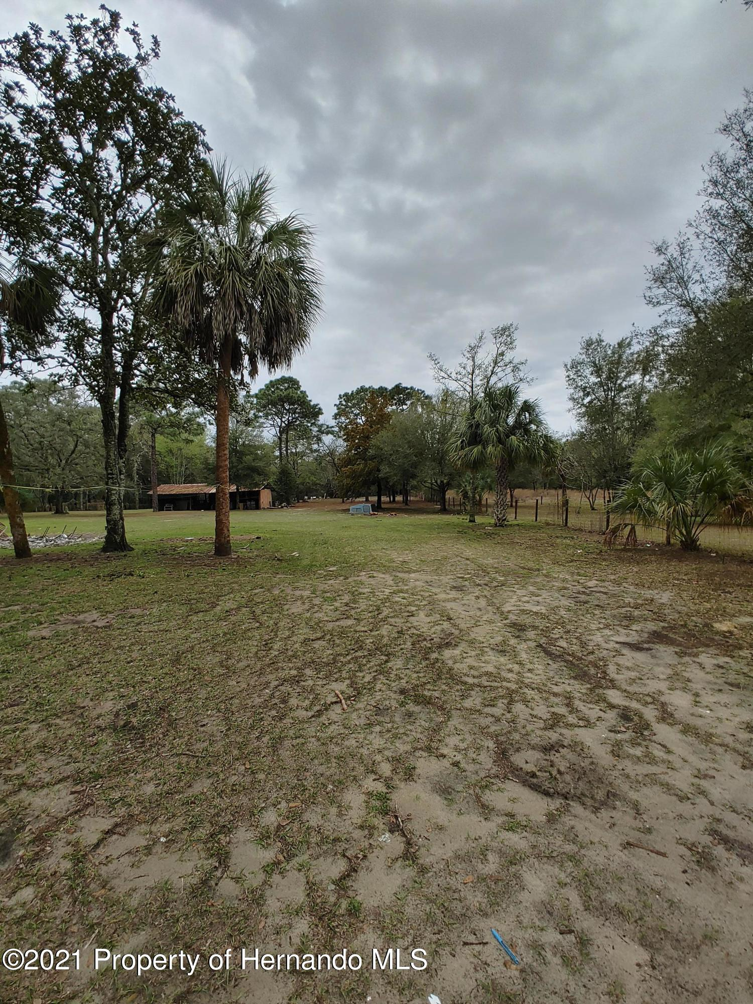 Listing photo id 12 for 16070 Tampa Street