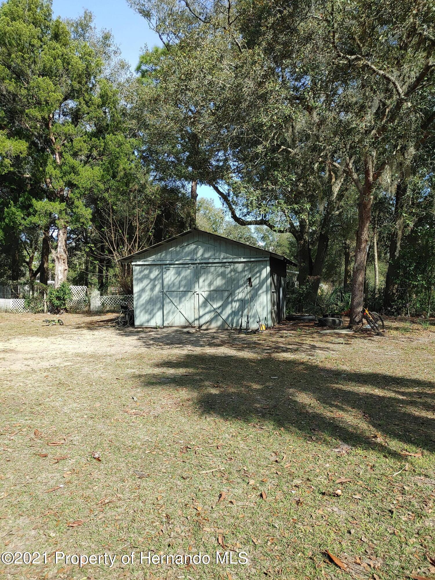 Listing photo id 11 for 16070 Tampa Street
