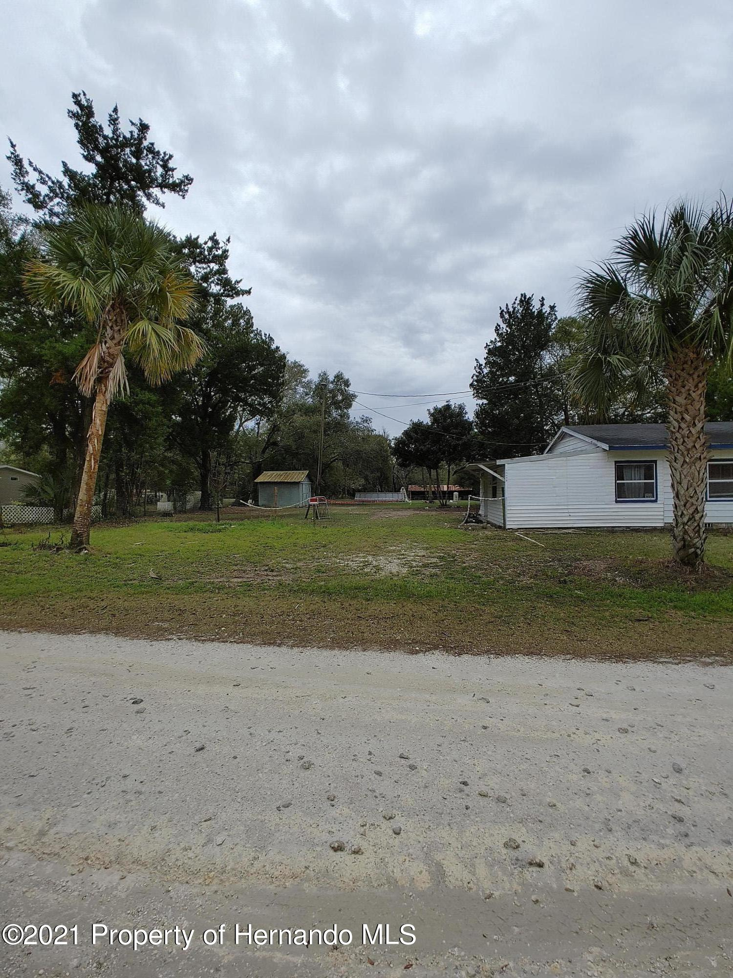 Listing photo id 3 for 16070 Tampa Street