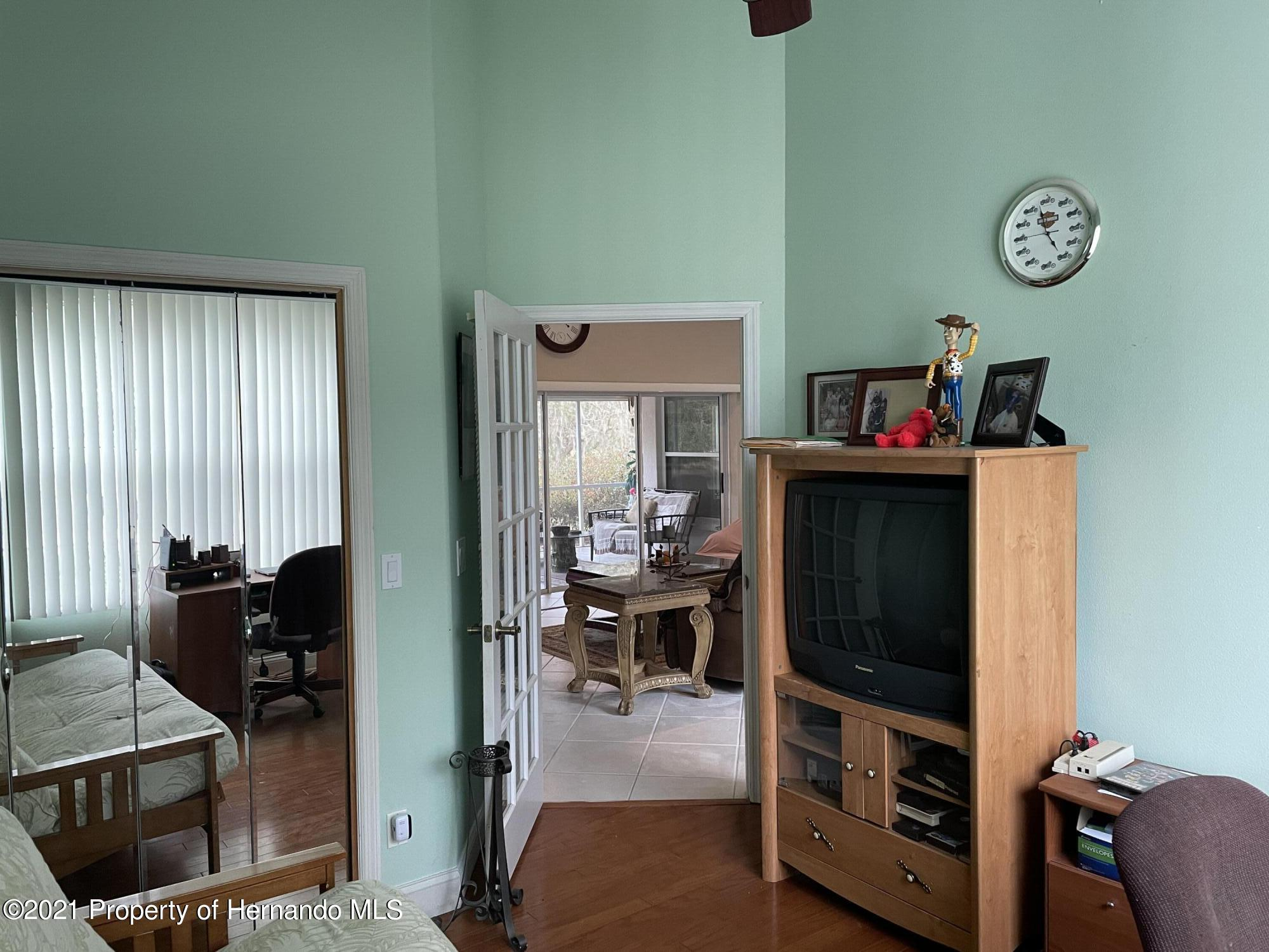 Listing photo id 13 for 7587 N Nature Trail