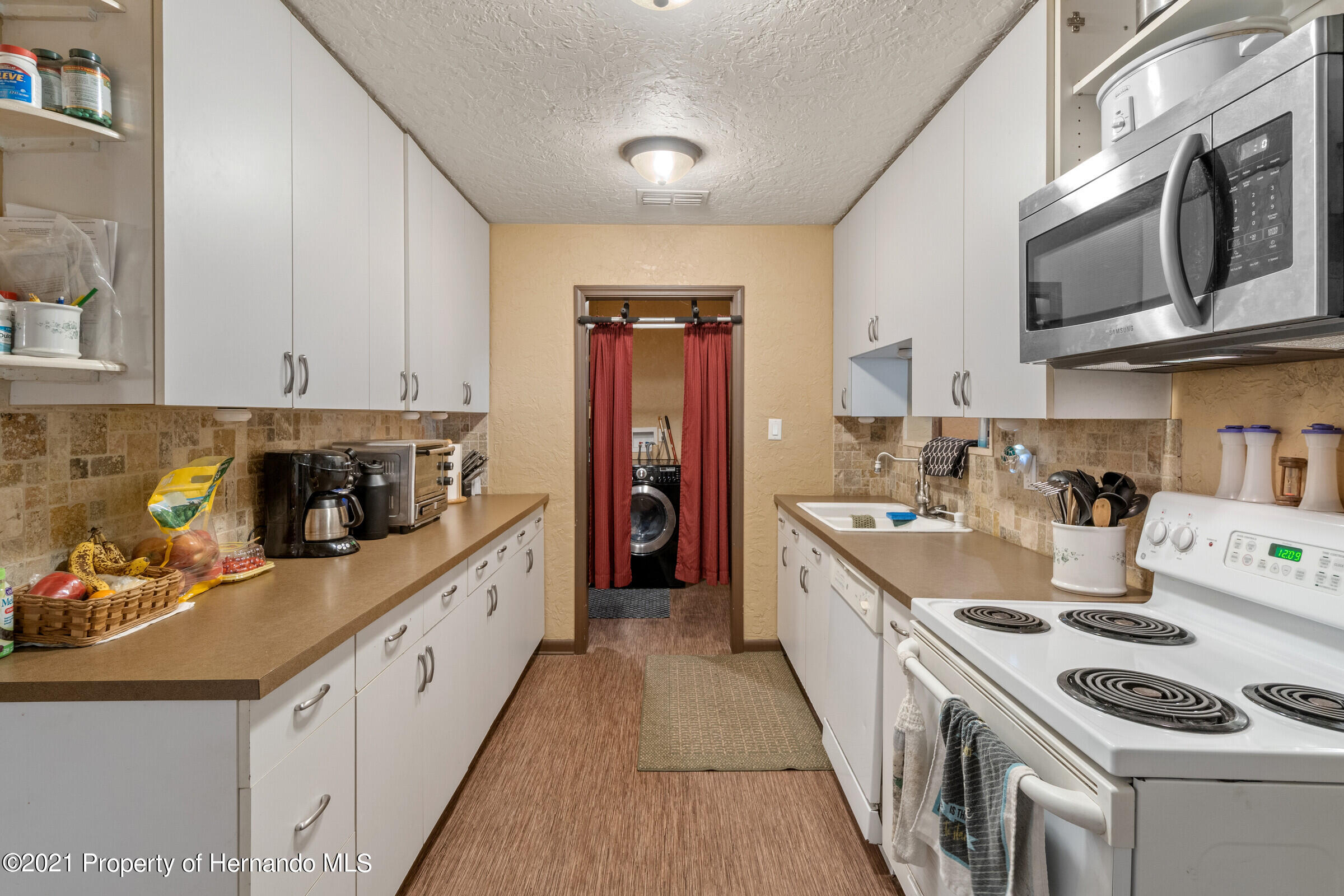 Image 11 For 902 Whiteway Drive