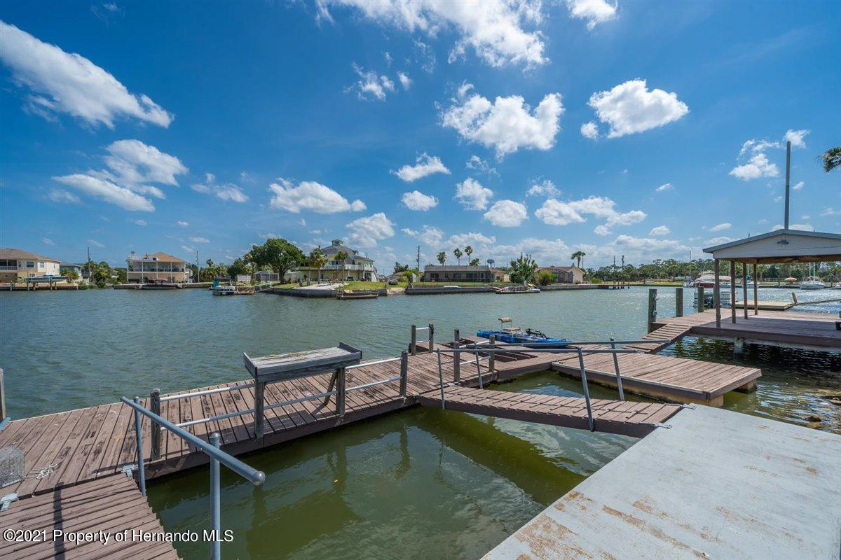 Listing photo id 77 for 4087 Gulf Coast Drive