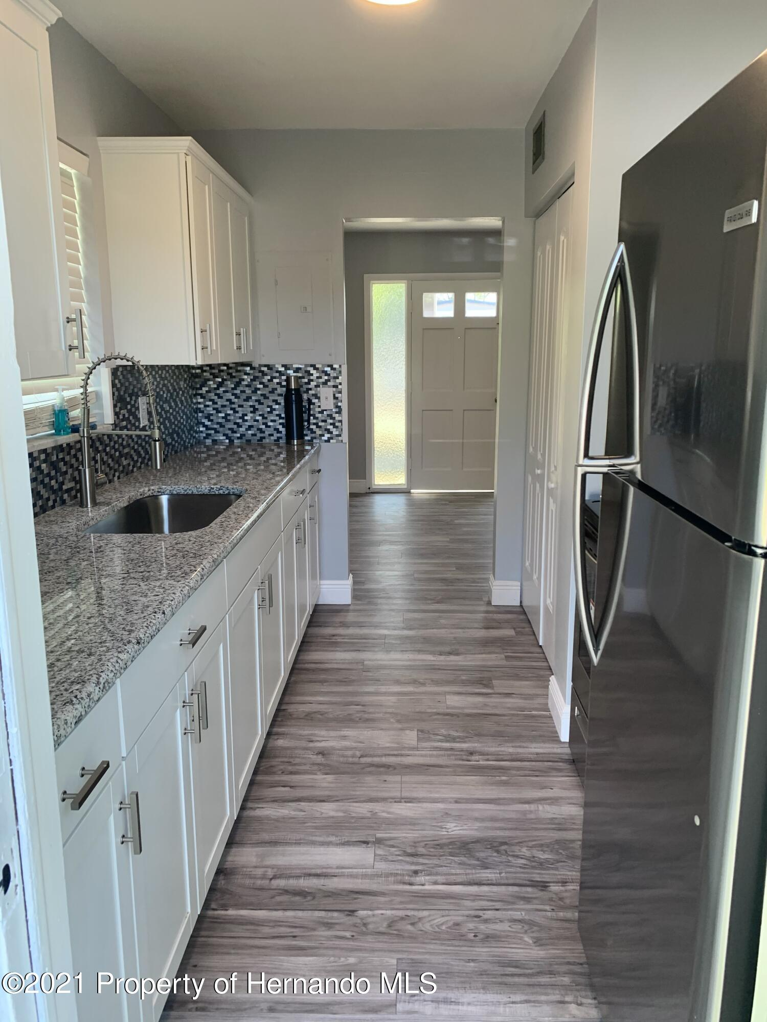 Listing photo id 9 for 6342 Talbot Circle