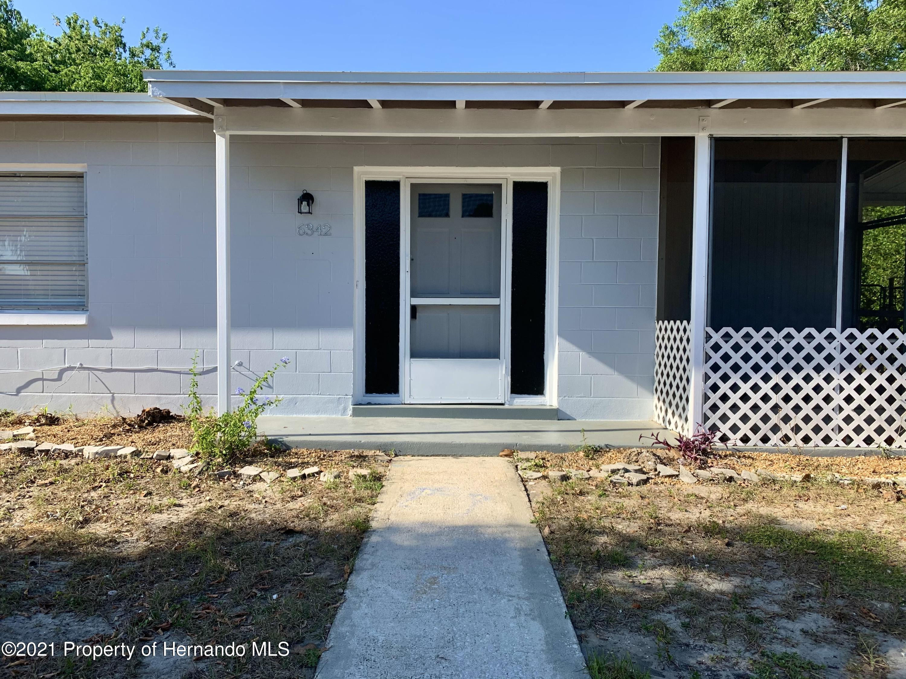 Listing photo id 3 for 6342 Talbot Circle