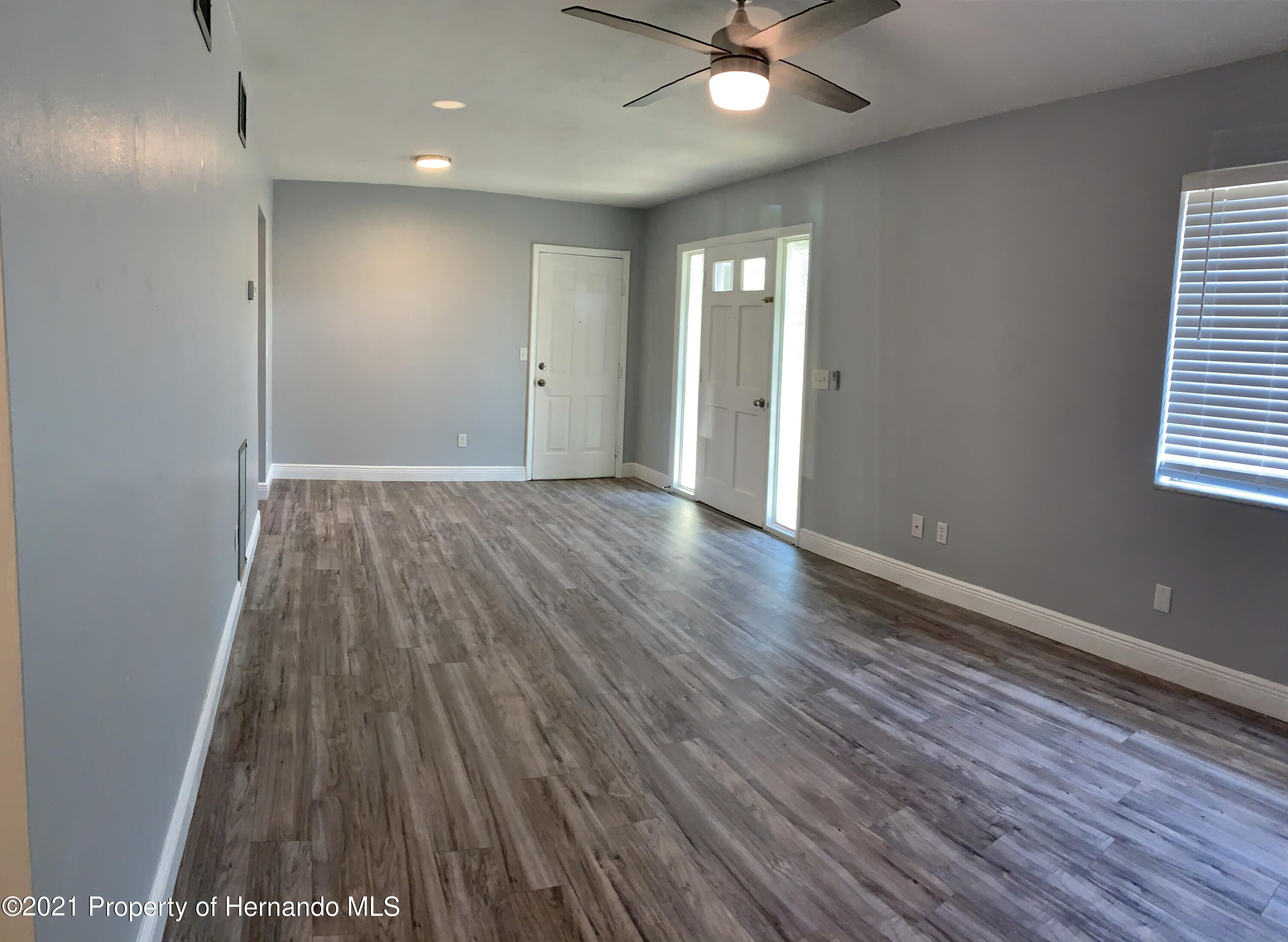 Listing photo id 5 for 6342 Talbot Circle