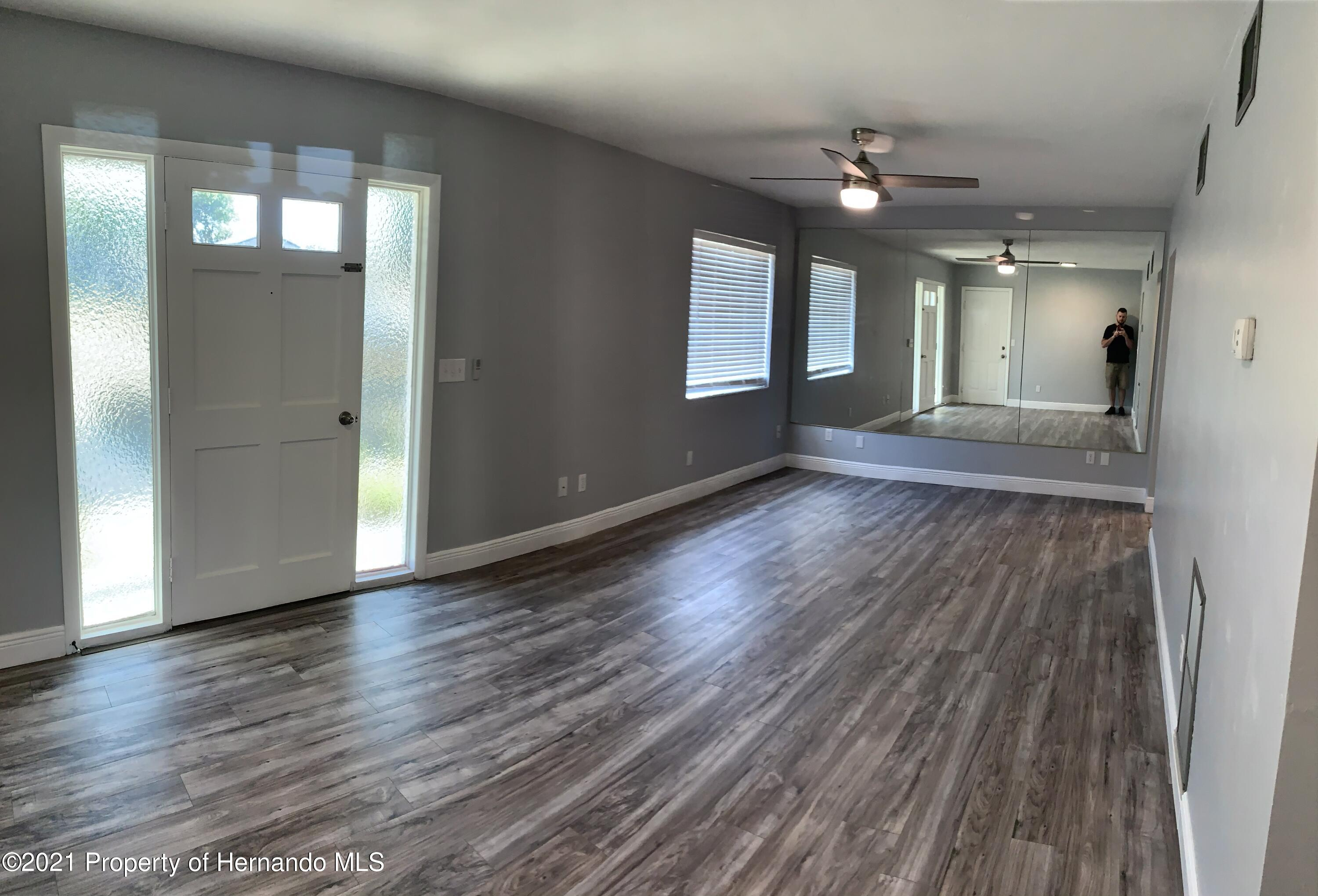 Listing photo id 6 for 6342 Talbot Circle