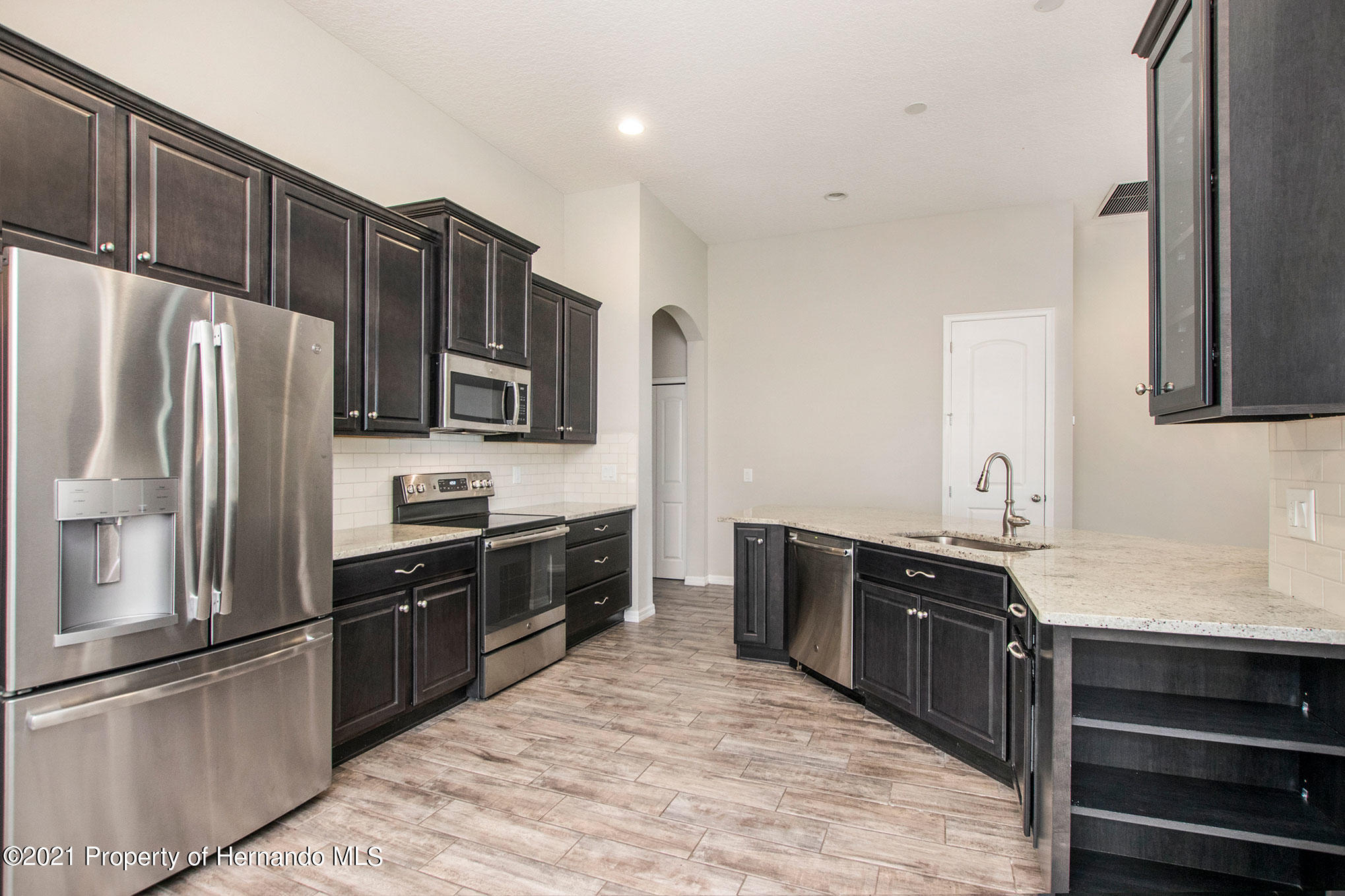 Listing photo id 6 for 607 Old Windsor Way