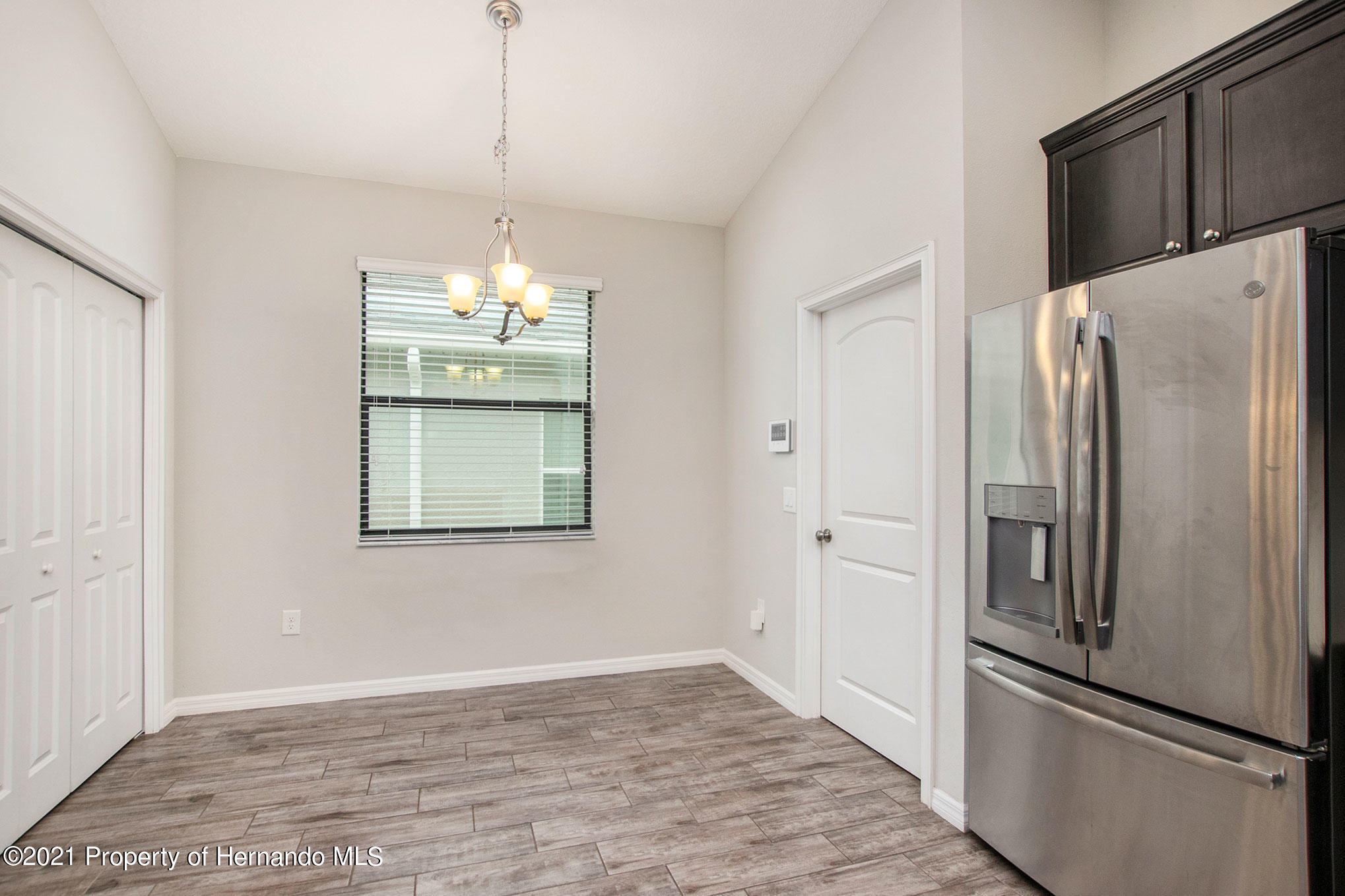 Listing photo id 7 for 607 Old Windsor Way