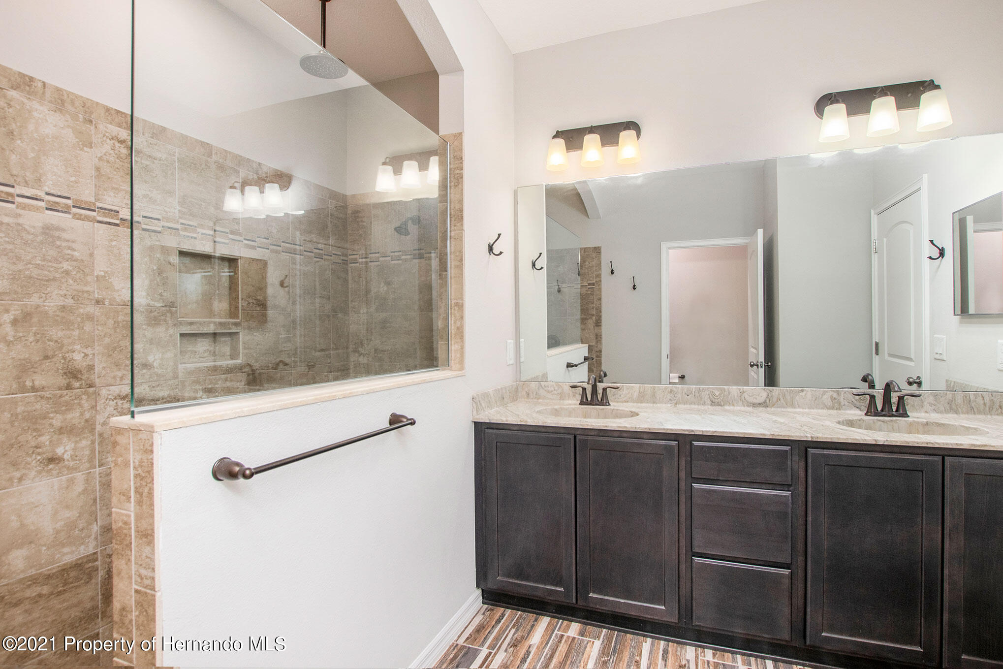 Listing photo id 10 for 607 Old Windsor Way
