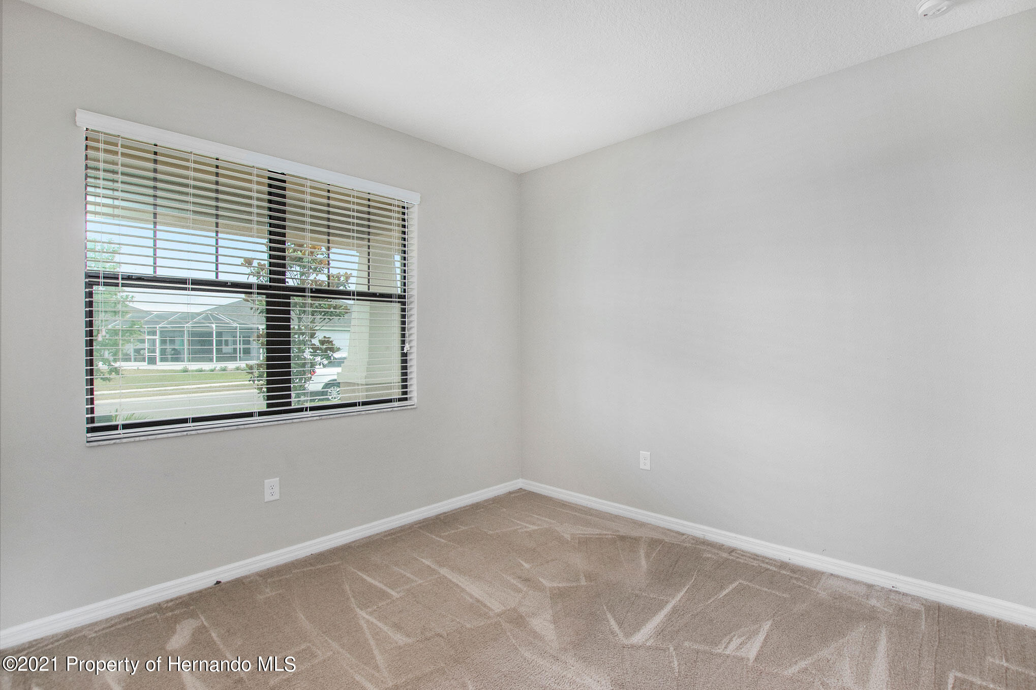 Listing photo id 11 for 607 Old Windsor Way