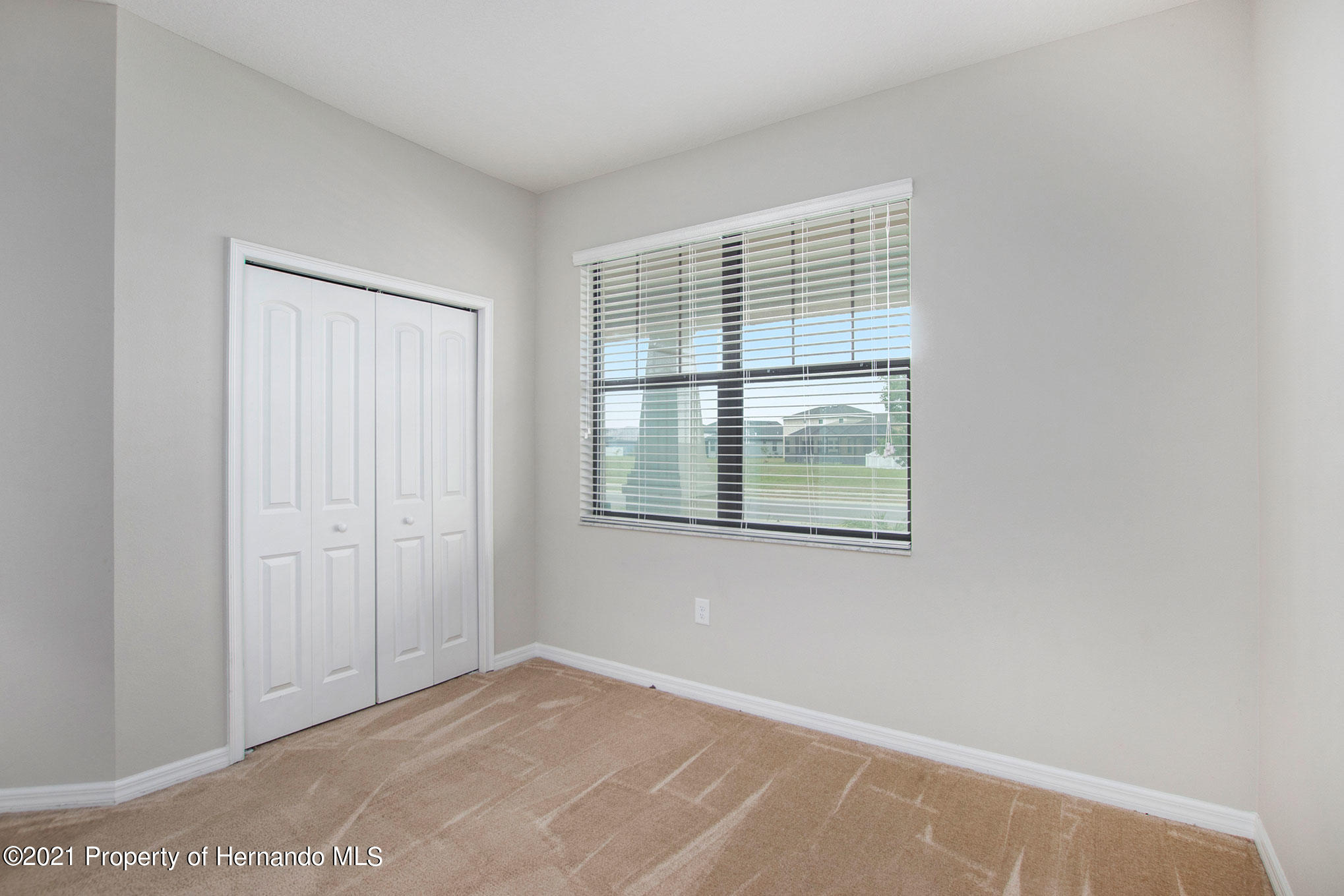 Listing photo id 12 for 607 Old Windsor Way