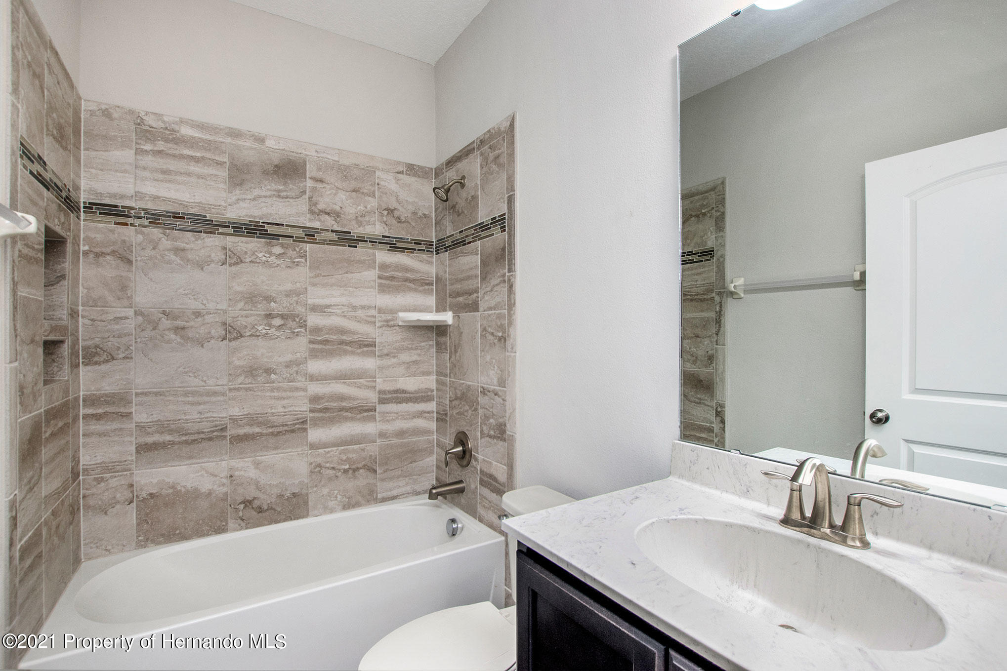 Listing photo id 13 for 607 Old Windsor Way