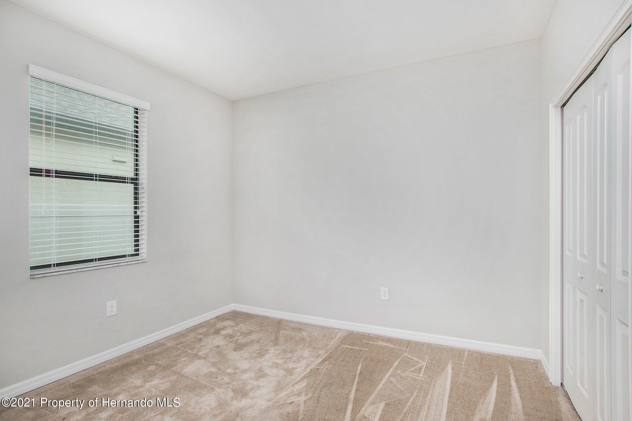 Listing photo id 14 for 607 Old Windsor Way