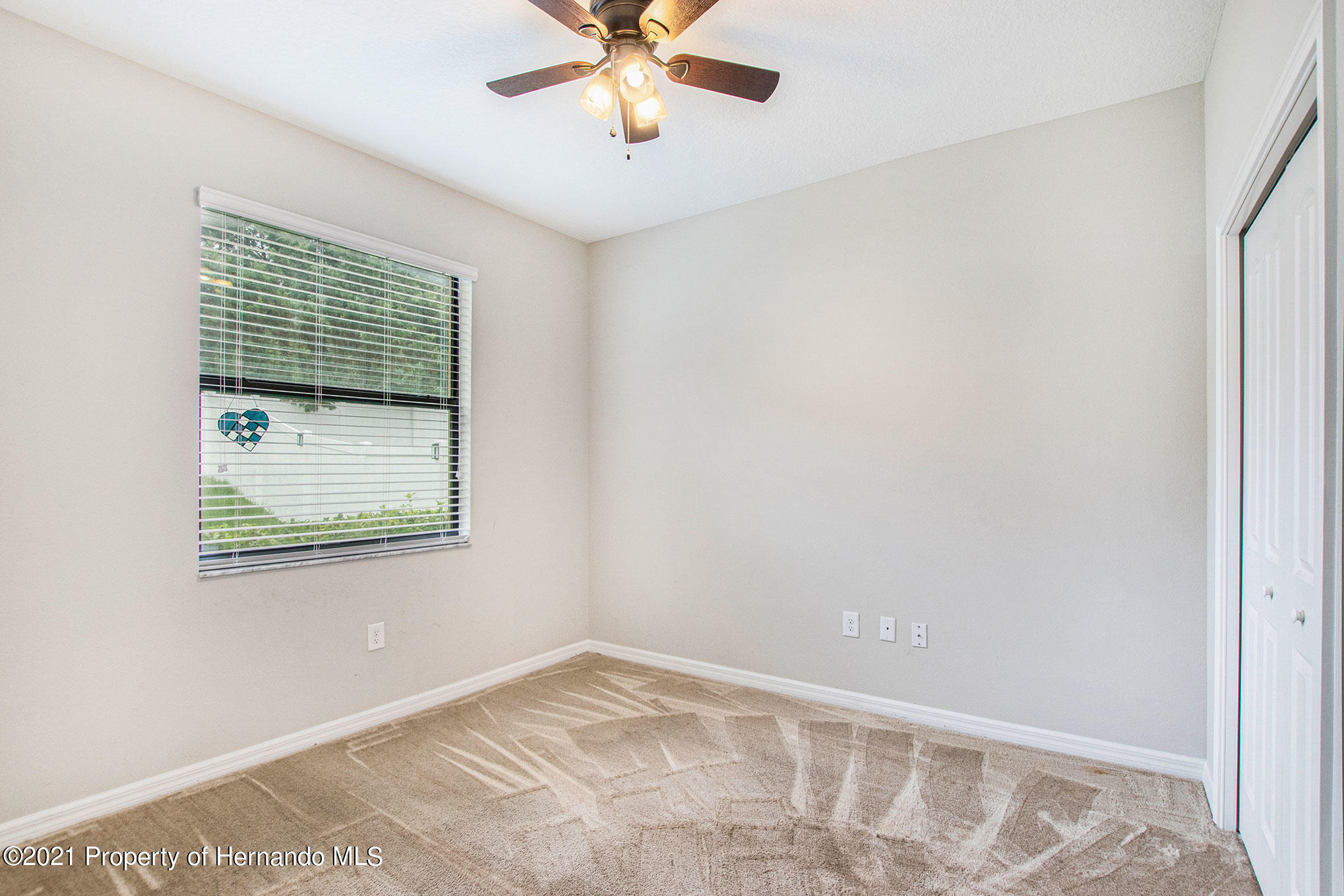 Listing photo id 15 for 607 Old Windsor Way