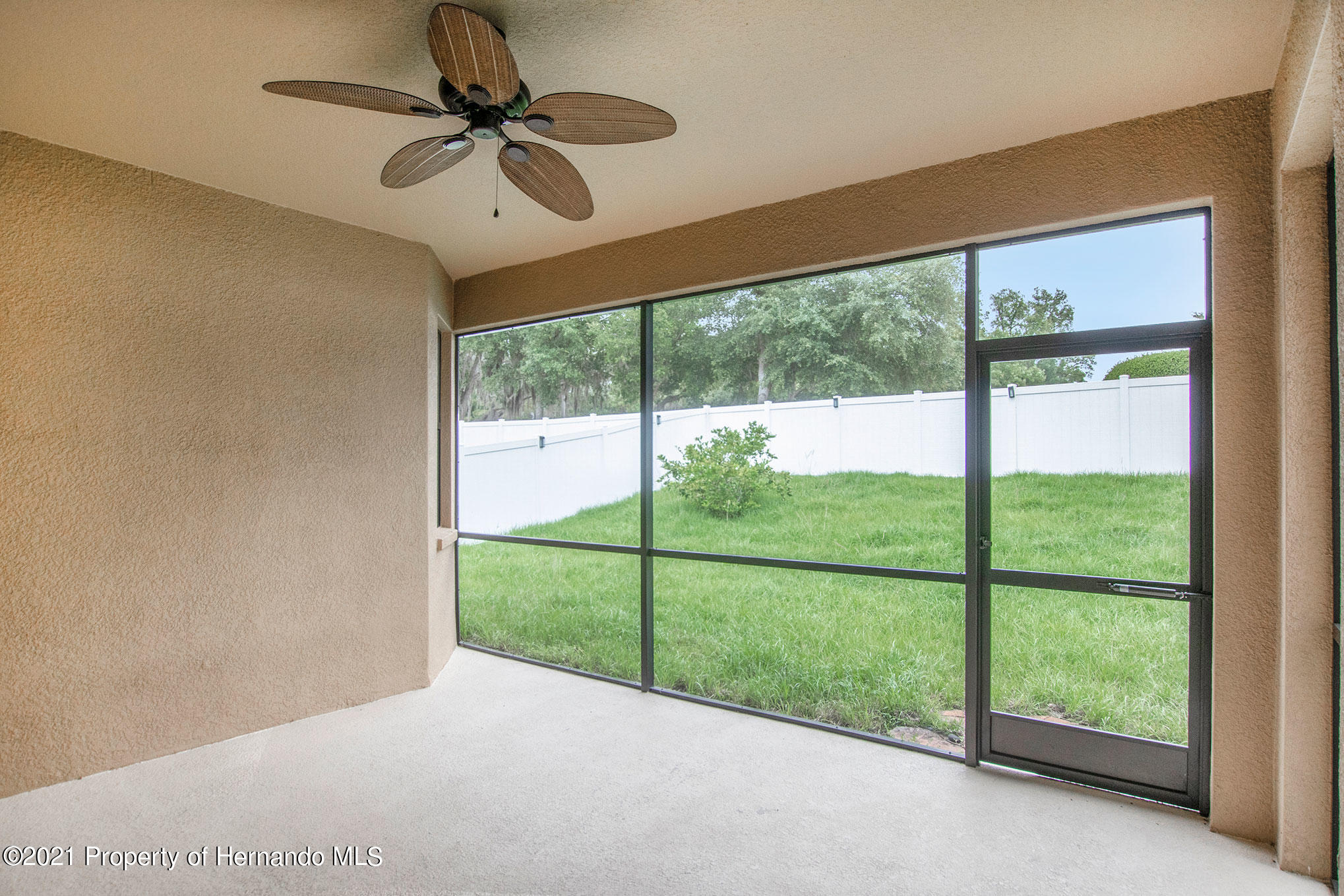 Listing photo id 16 for 607 Old Windsor Way