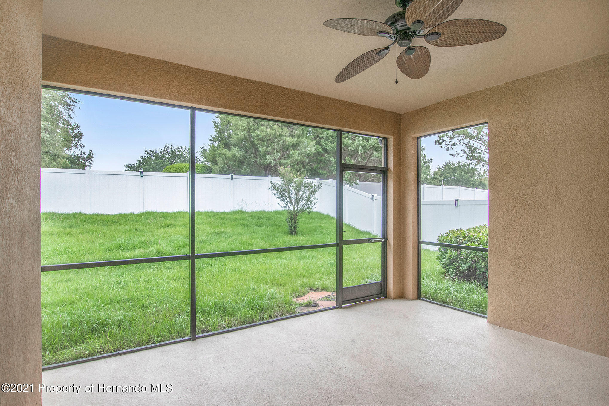 Listing photo id 17 for 607 Old Windsor Way