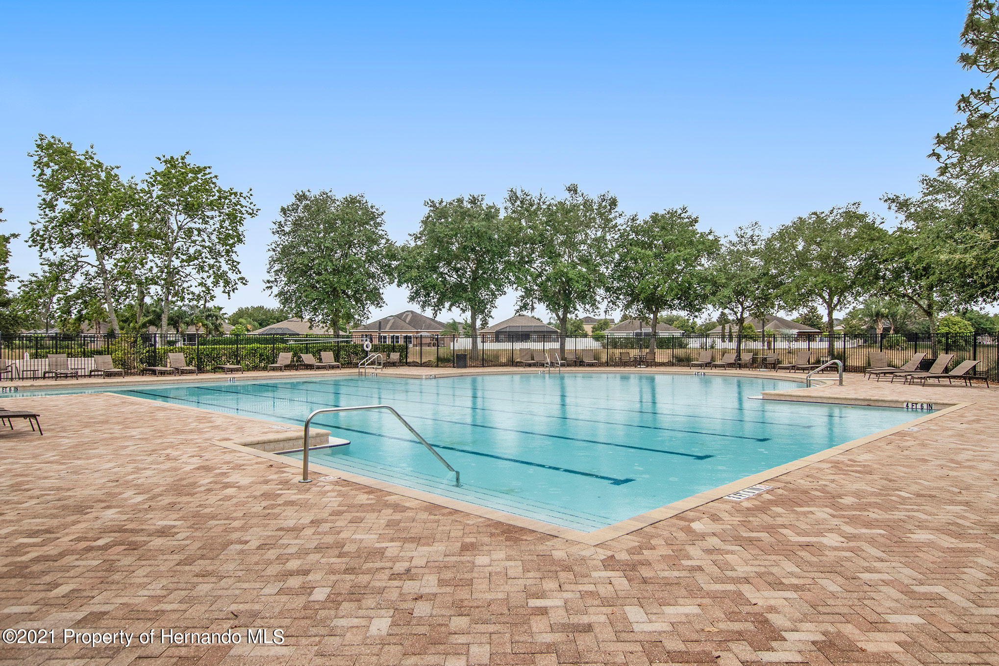 Listing photo id 18 for 607 Old Windsor Way