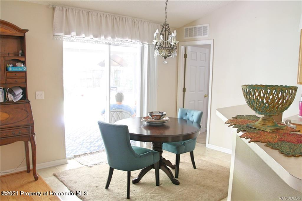 Listing photo id 6 for 165 Greenbriar Place