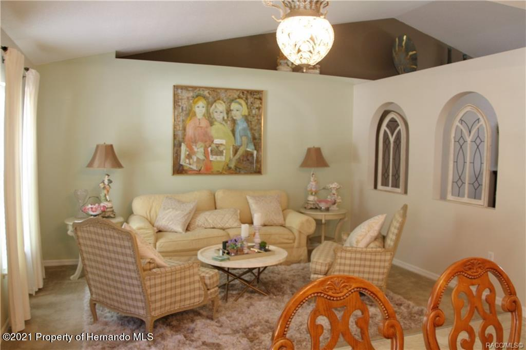 Listing photo id 10 for 165 Greenbriar Place