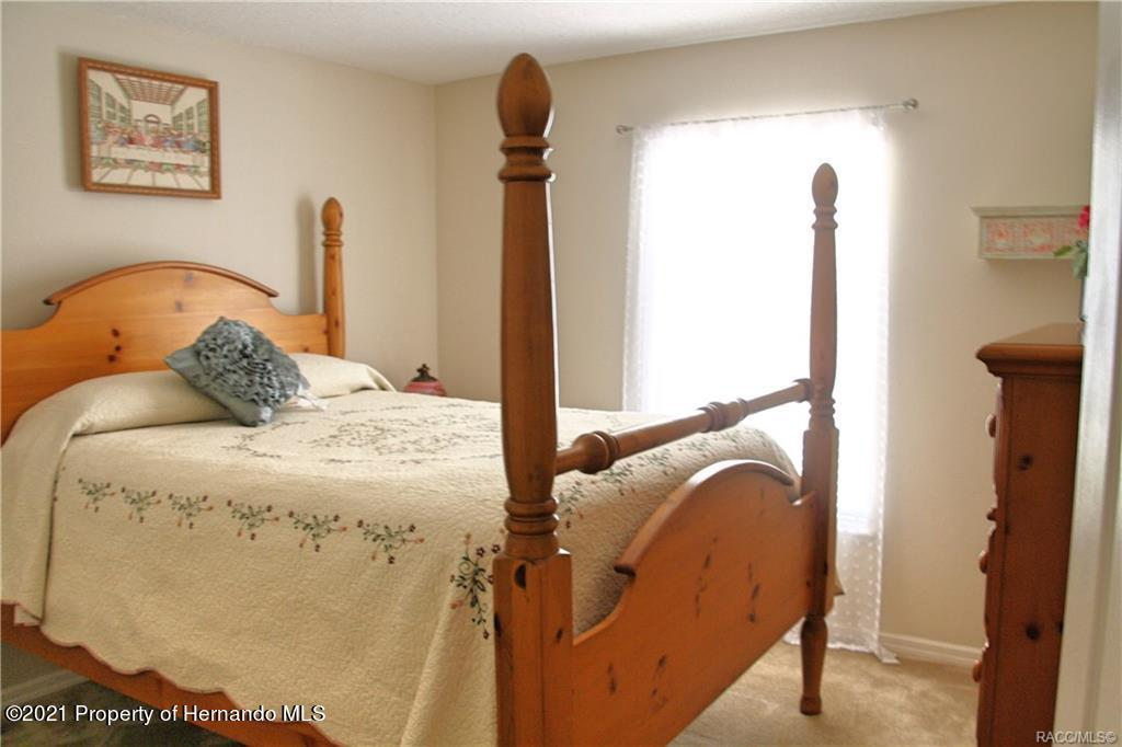 Listing photo id 19 for 165 Greenbriar Place