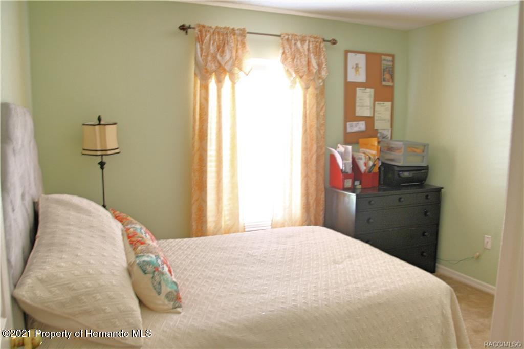 Listing photo id 21 for 165 Greenbriar Place