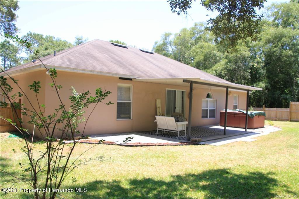 Listing photo id 23 for 165 Greenbriar Place