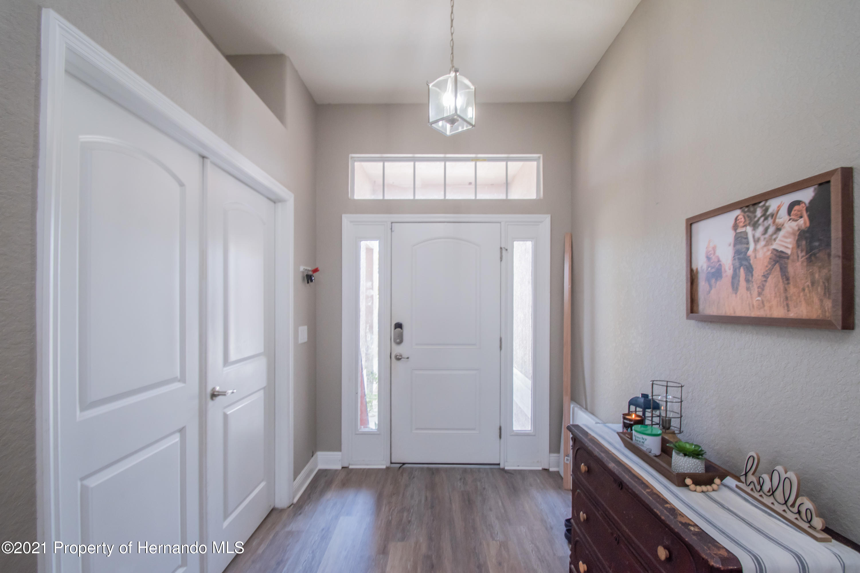 Listing photo id 3 for 31107 Water Lily Drive