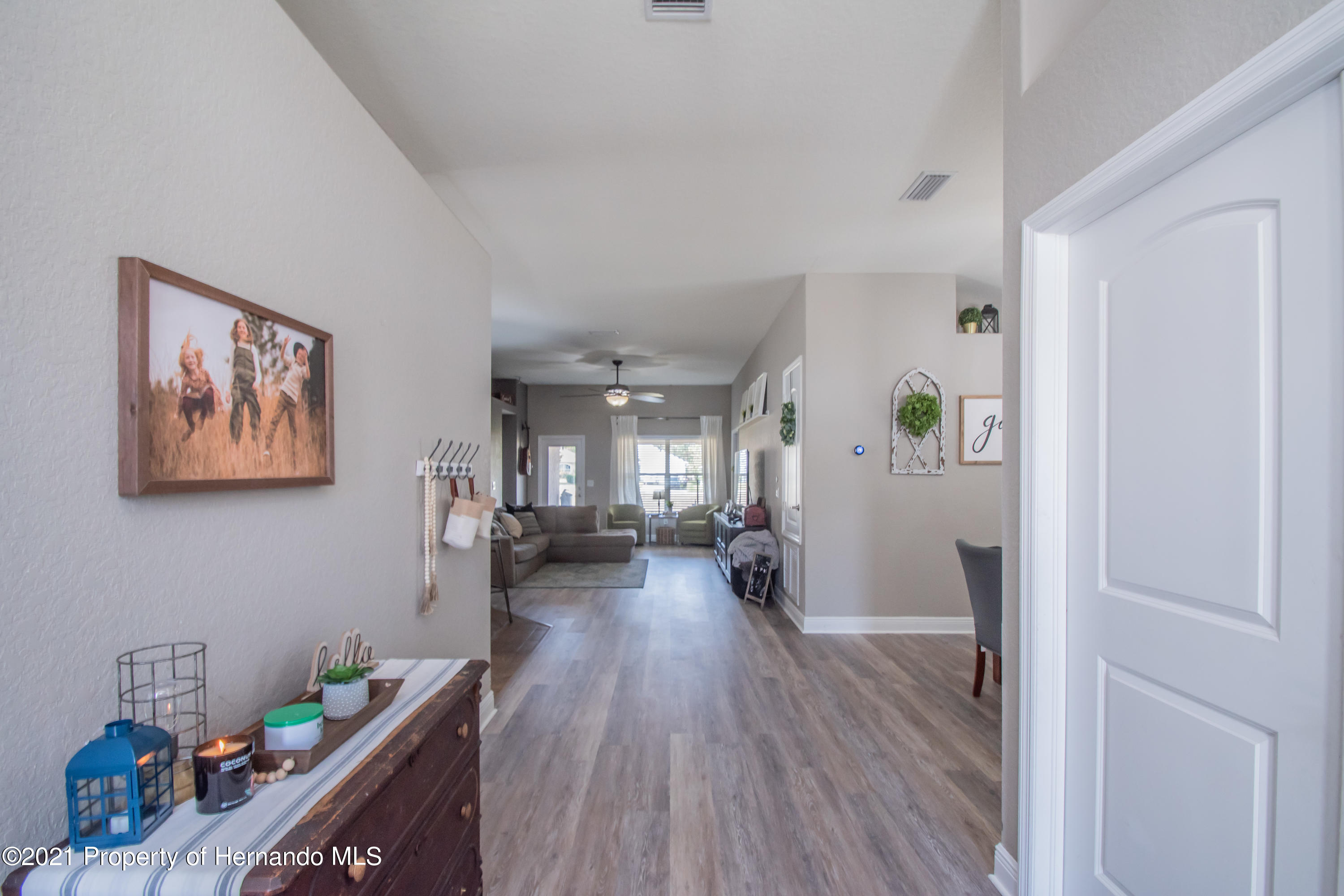 Listing photo id 4 for 31107 Water Lily Drive