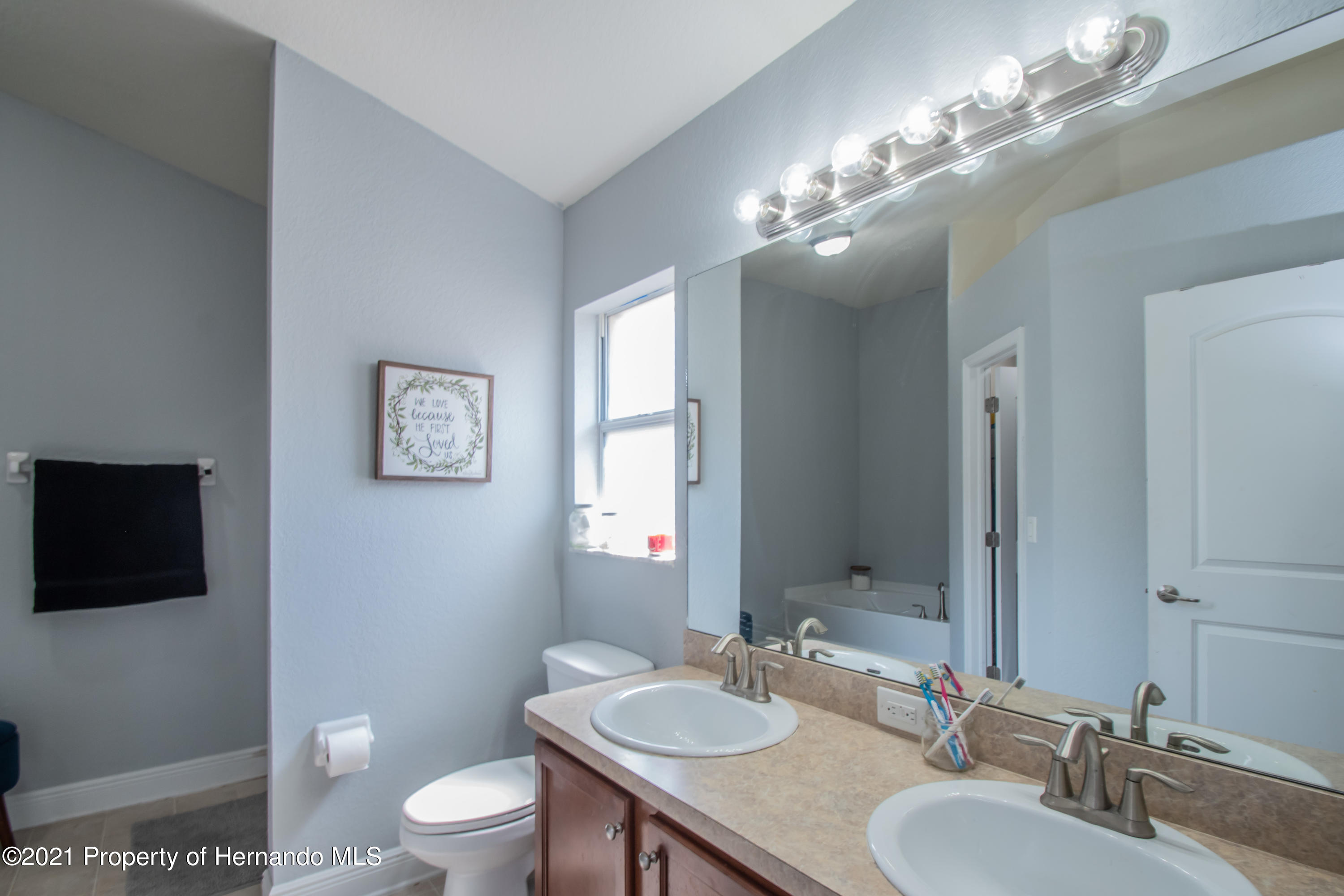 Listing photo id 23 for 31107 Water Lily Drive