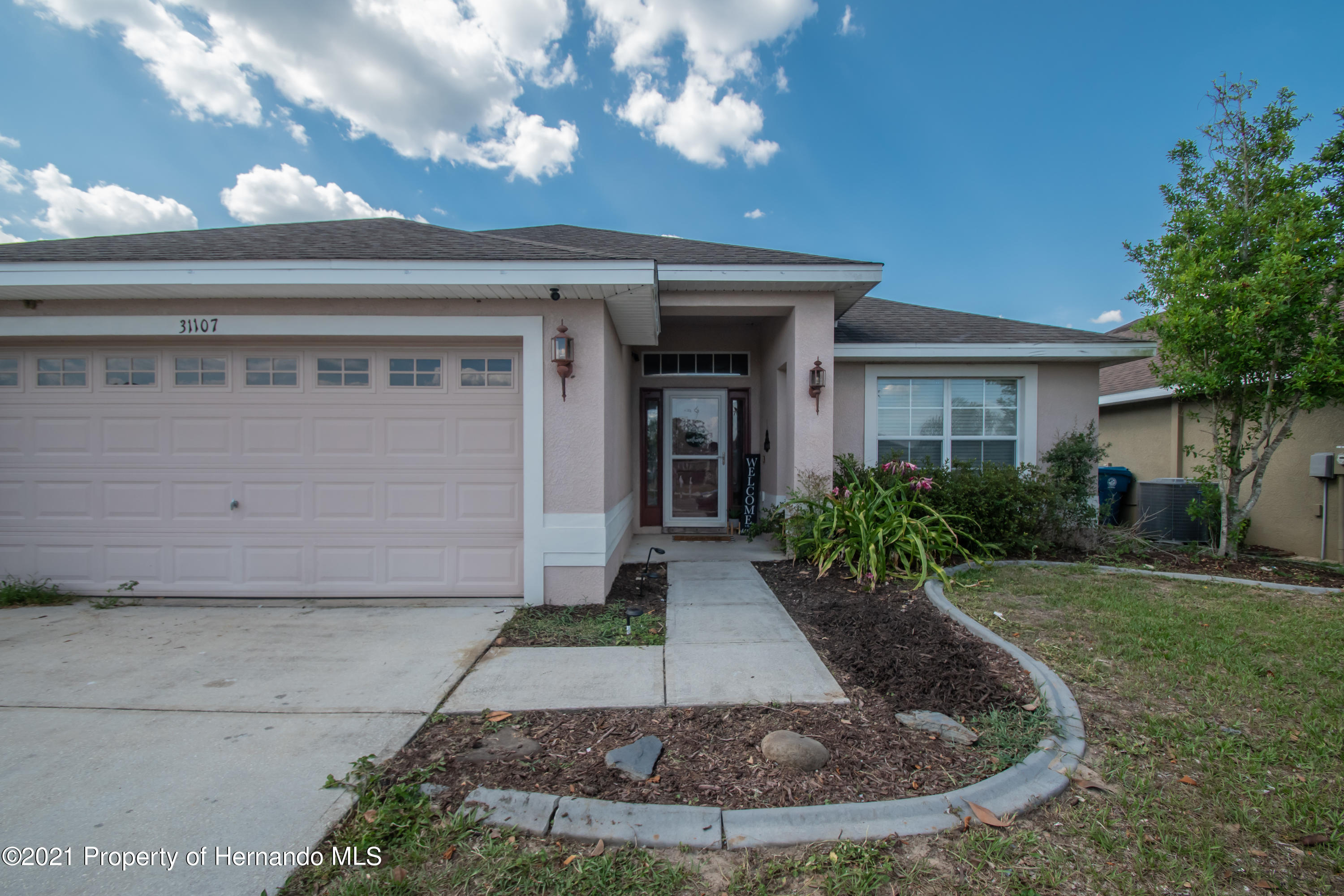 Listing photo id 2 for 31107 Water Lily Drive