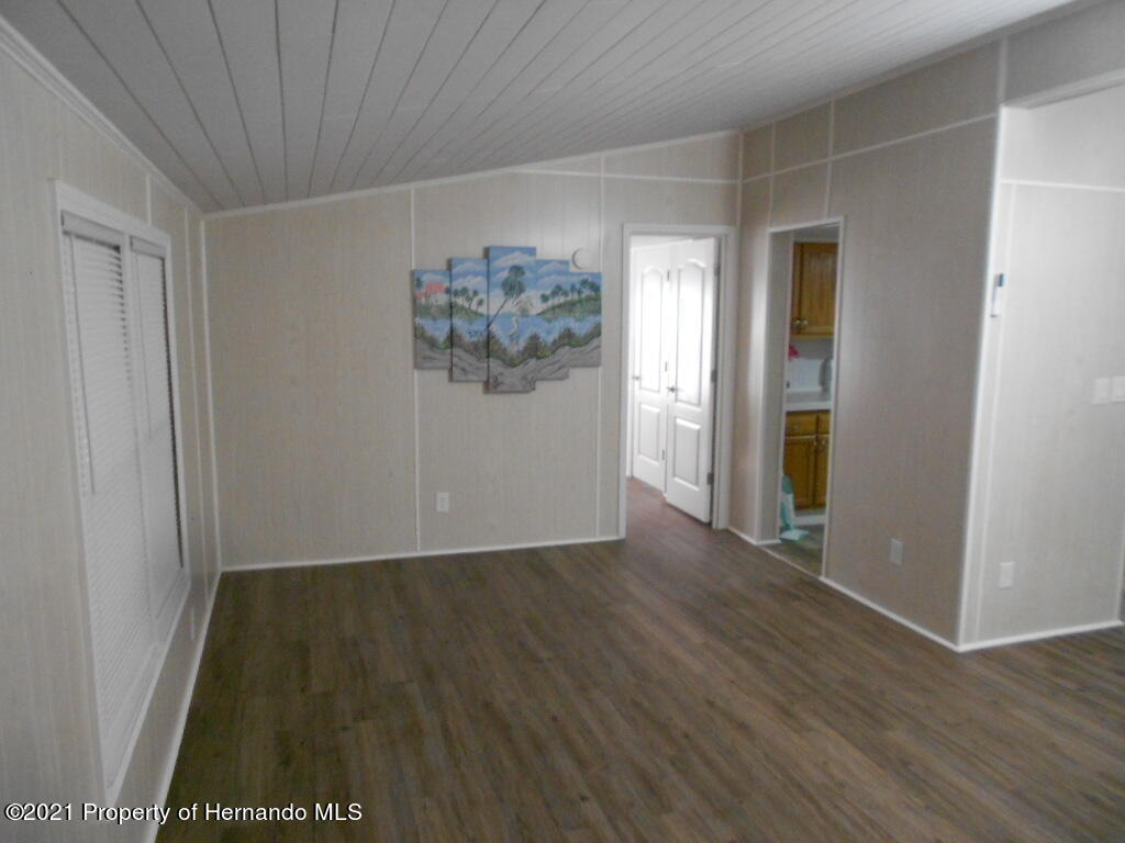 Listing photo id 3 for 16197 Appennine Drive