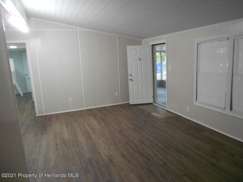 Listing photo id 16 for 16197 Appennine Drive