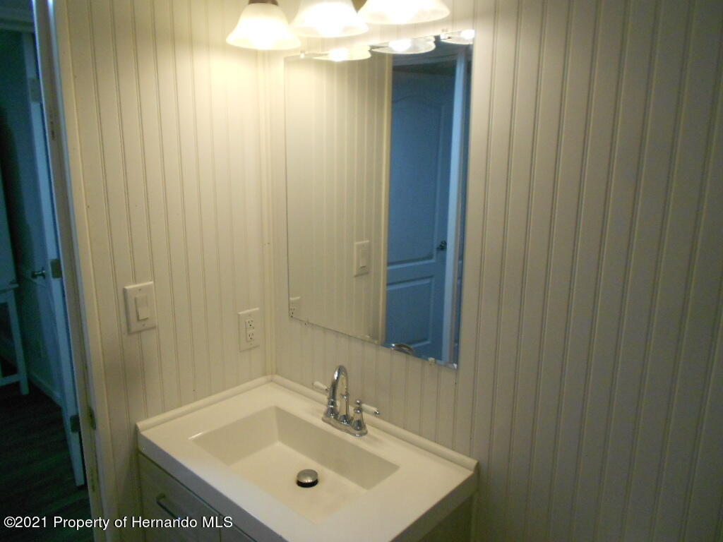 Listing photo id 17 for 16197 Appennine Drive