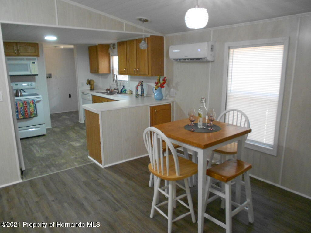 Listing photo id 19 for 16197 Appennine Drive