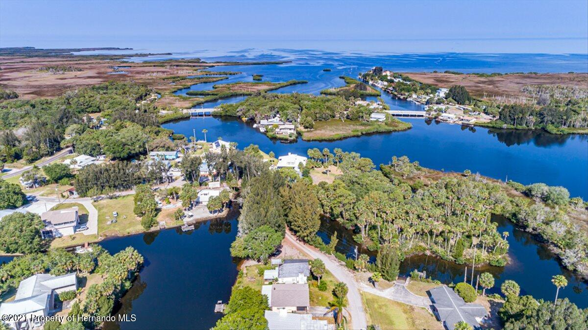 Listing photo id 36 for 3186 Gulf Drive