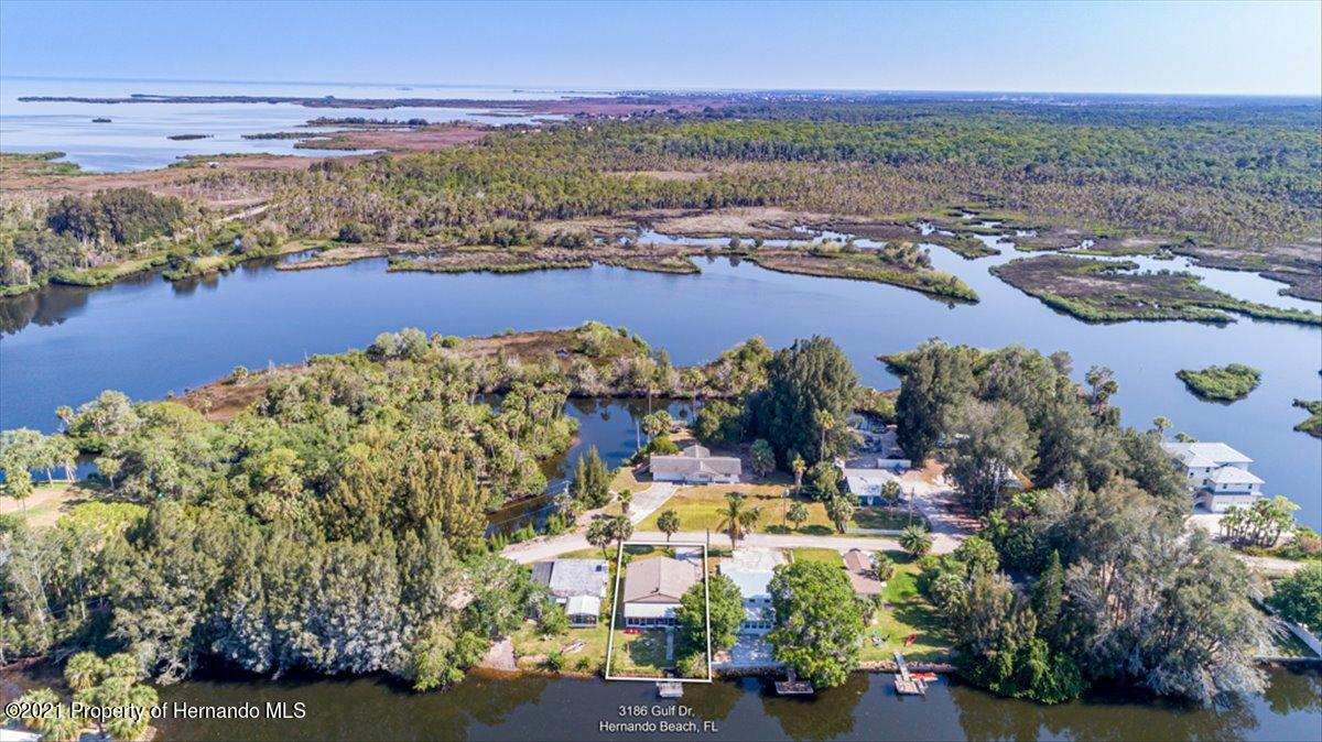 Listing photo id 2 for 3186 Gulf Drive