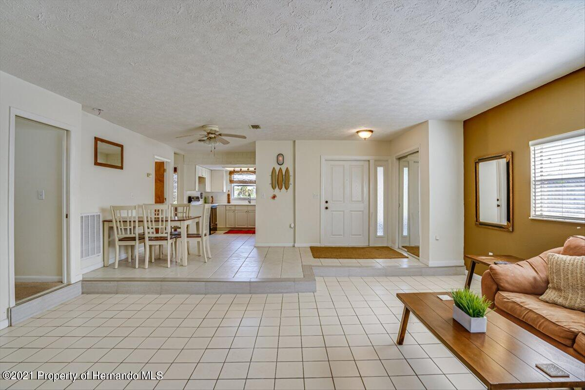 Listing photo id 7 for 3186 Gulf Drive