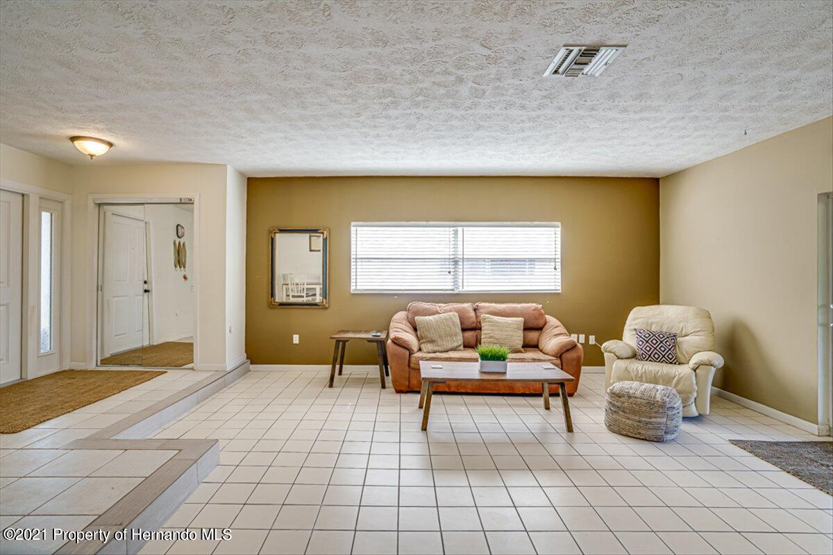 Listing photo id 8 for 3186 Gulf Drive