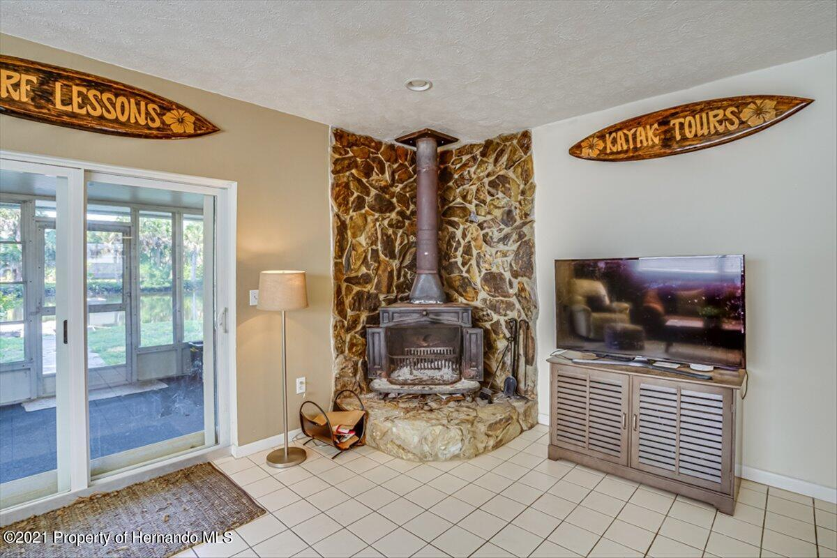 Listing photo id 10 for 3186 Gulf Drive