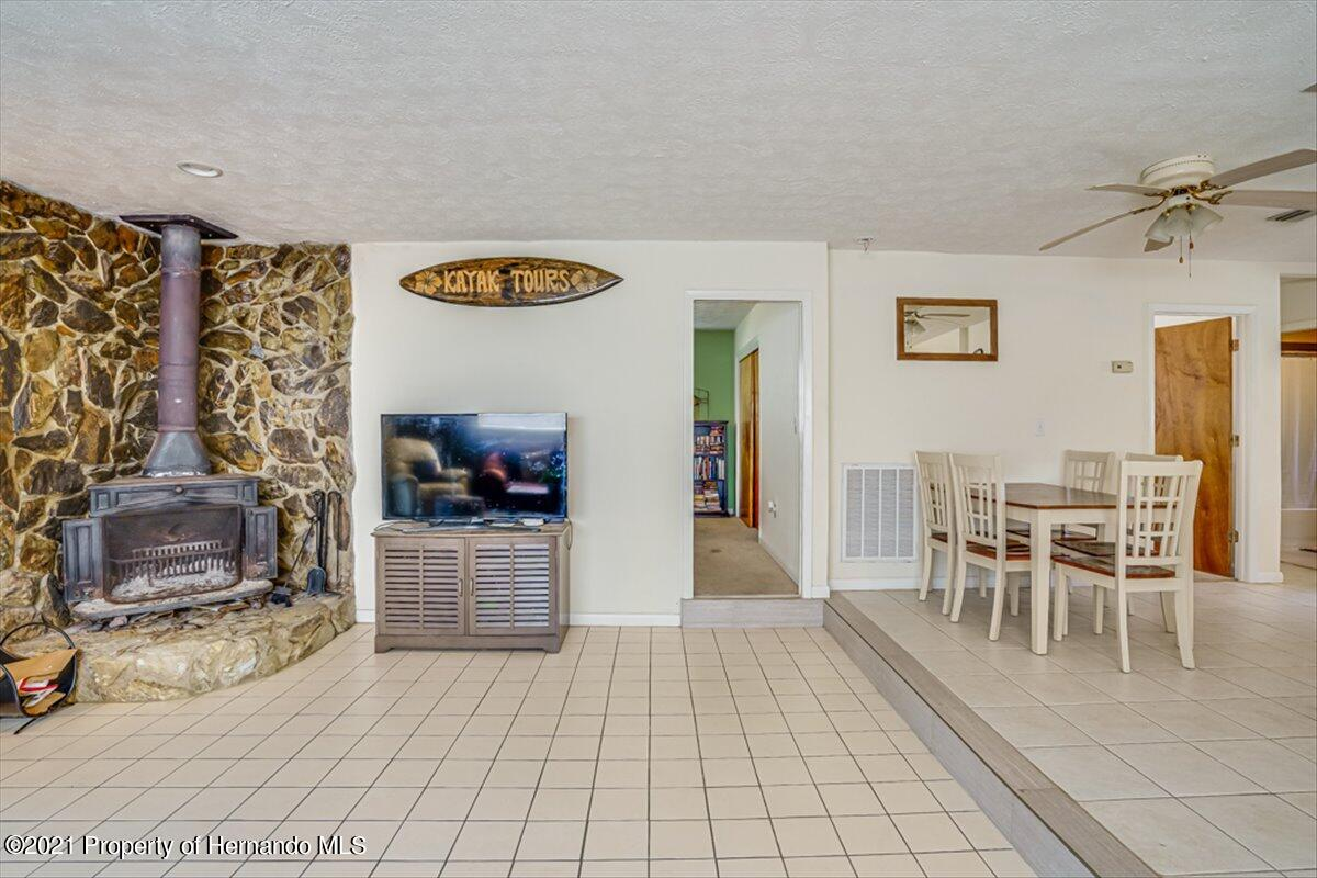 Listing photo id 11 for 3186 Gulf Drive