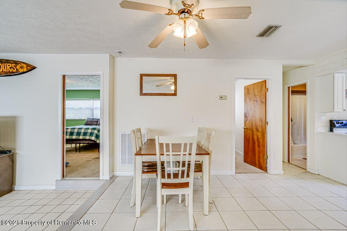 Listing photo id 12 for 3186 Gulf Drive