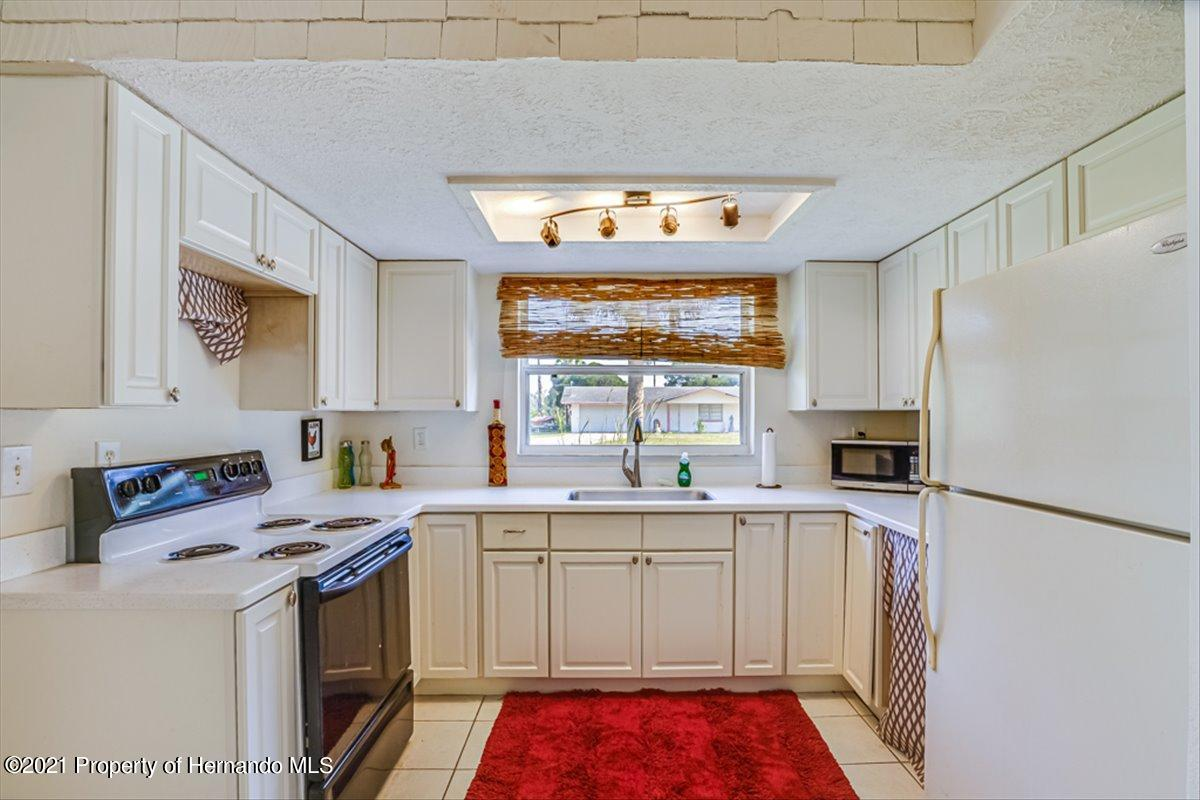 Listing photo id 13 for 3186 Gulf Drive