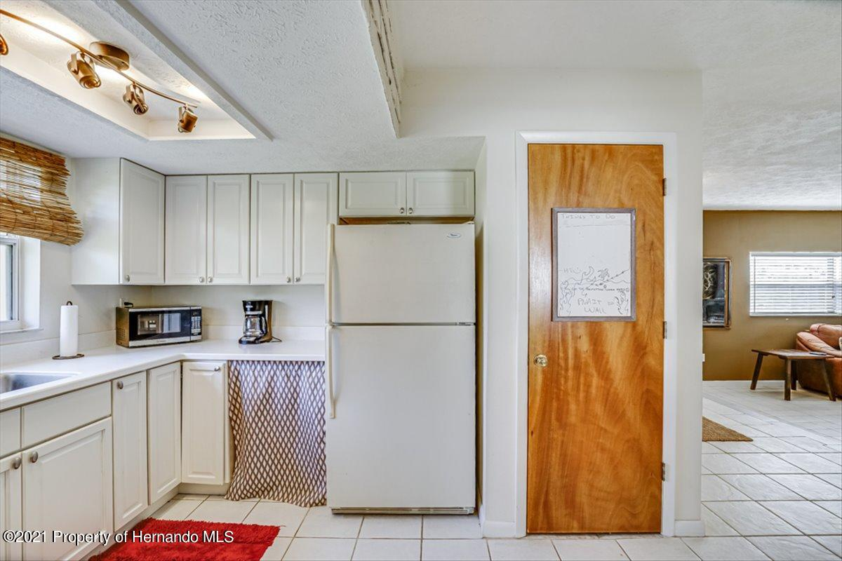 Listing photo id 14 for 3186 Gulf Drive