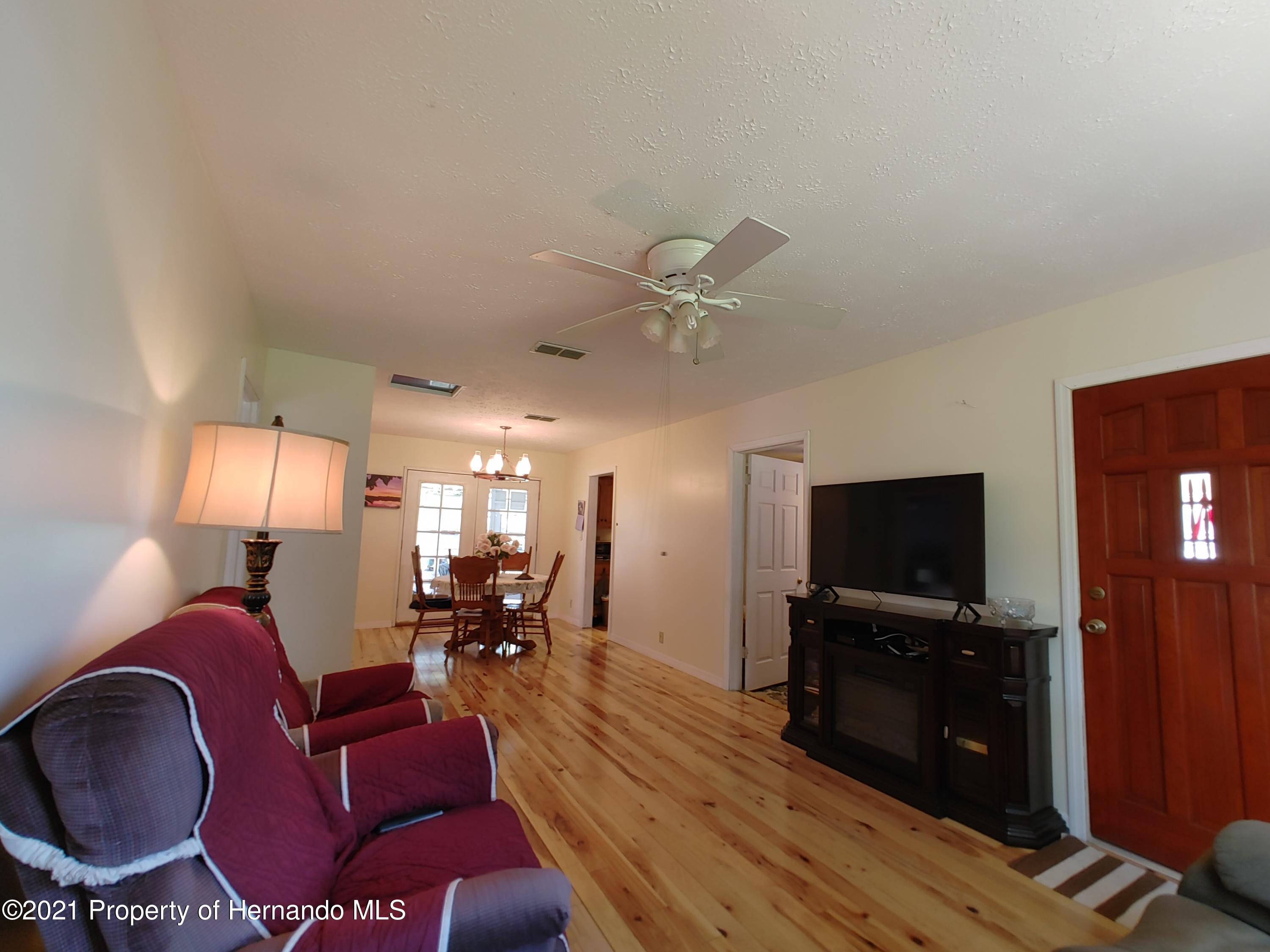 Listing photo id 2 for 7939 W Riverbend Road