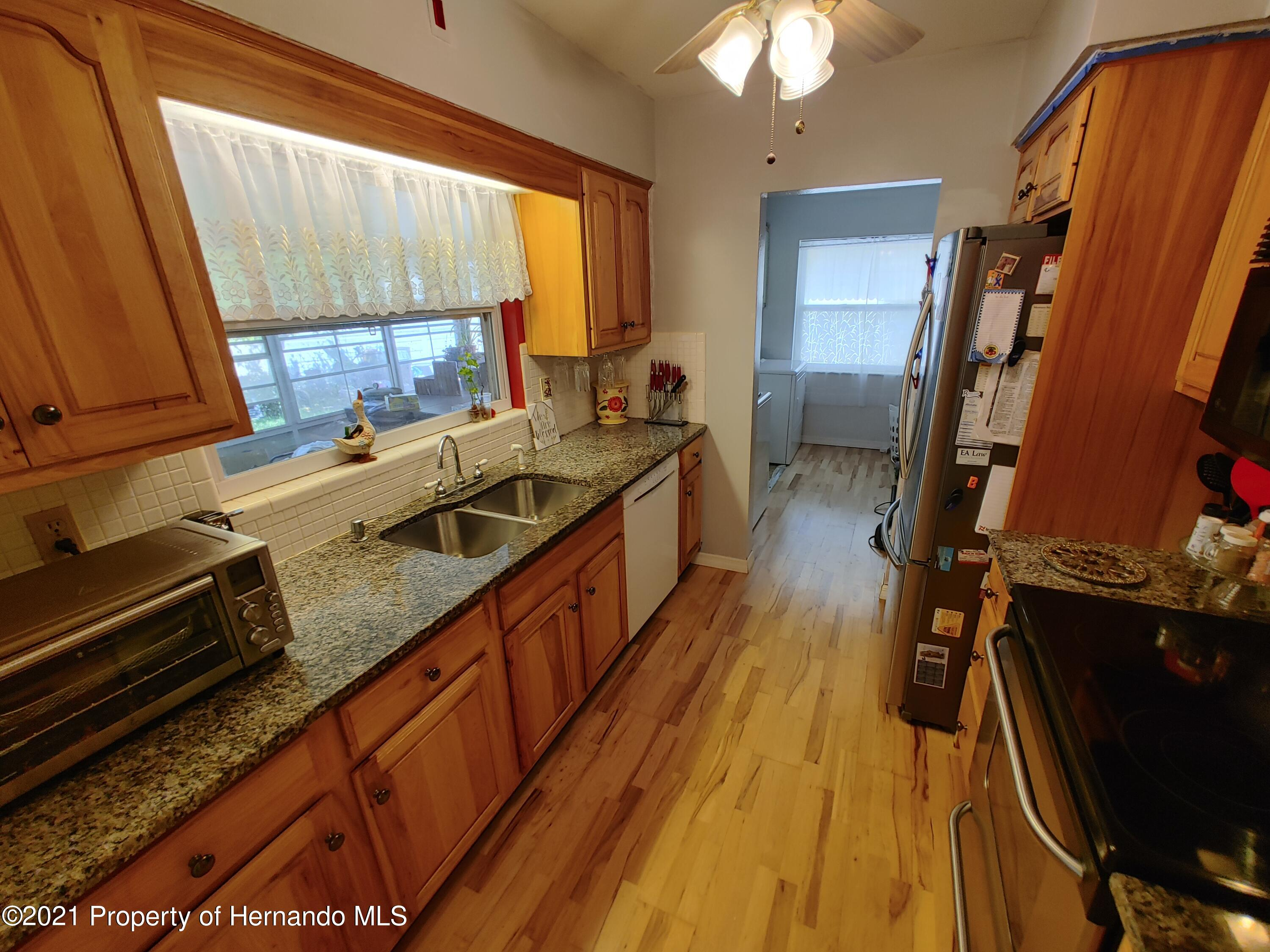 Listing photo id 4 for 7939 W Riverbend Road