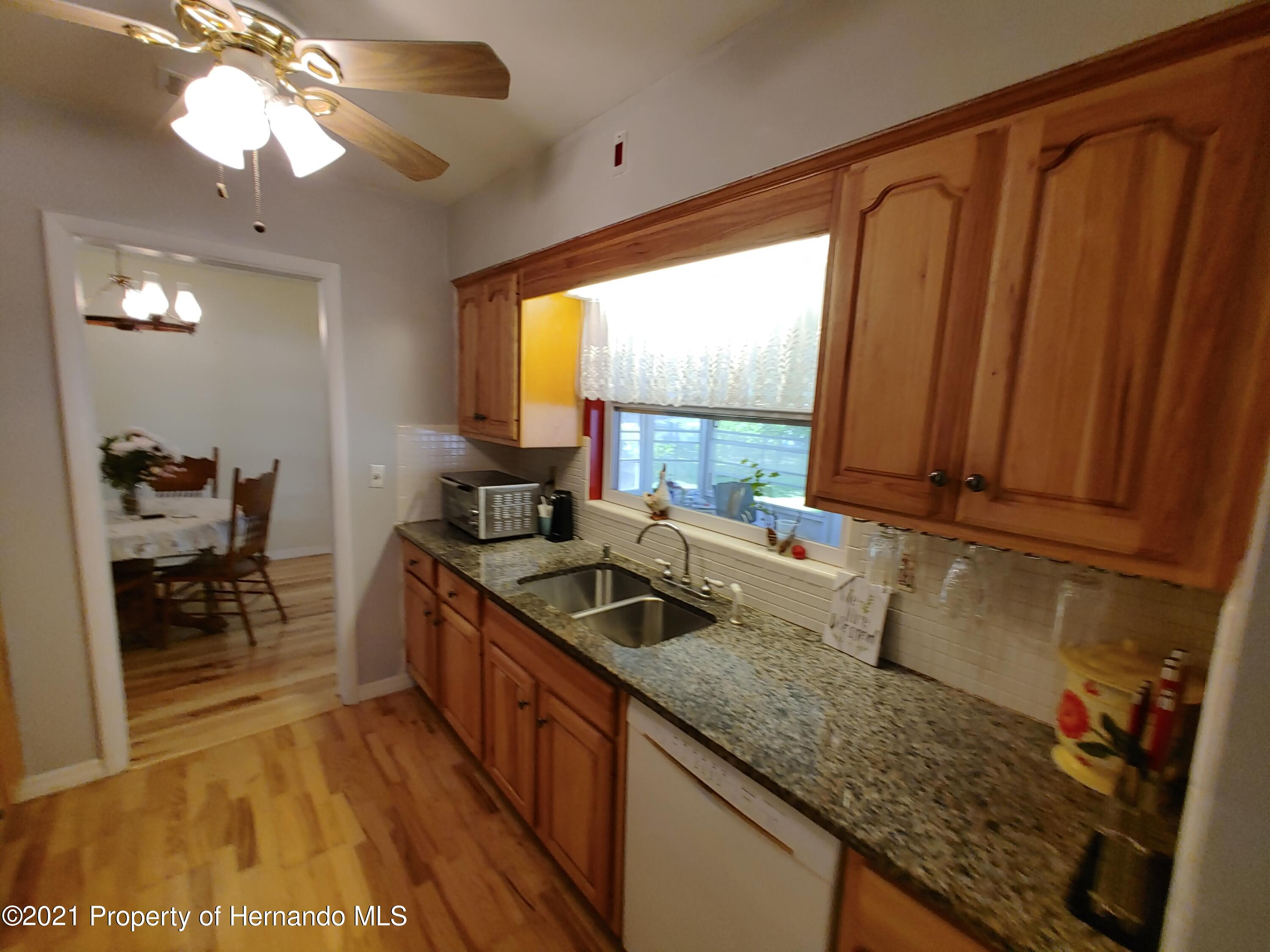 Listing photo id 5 for 7939 W Riverbend Road
