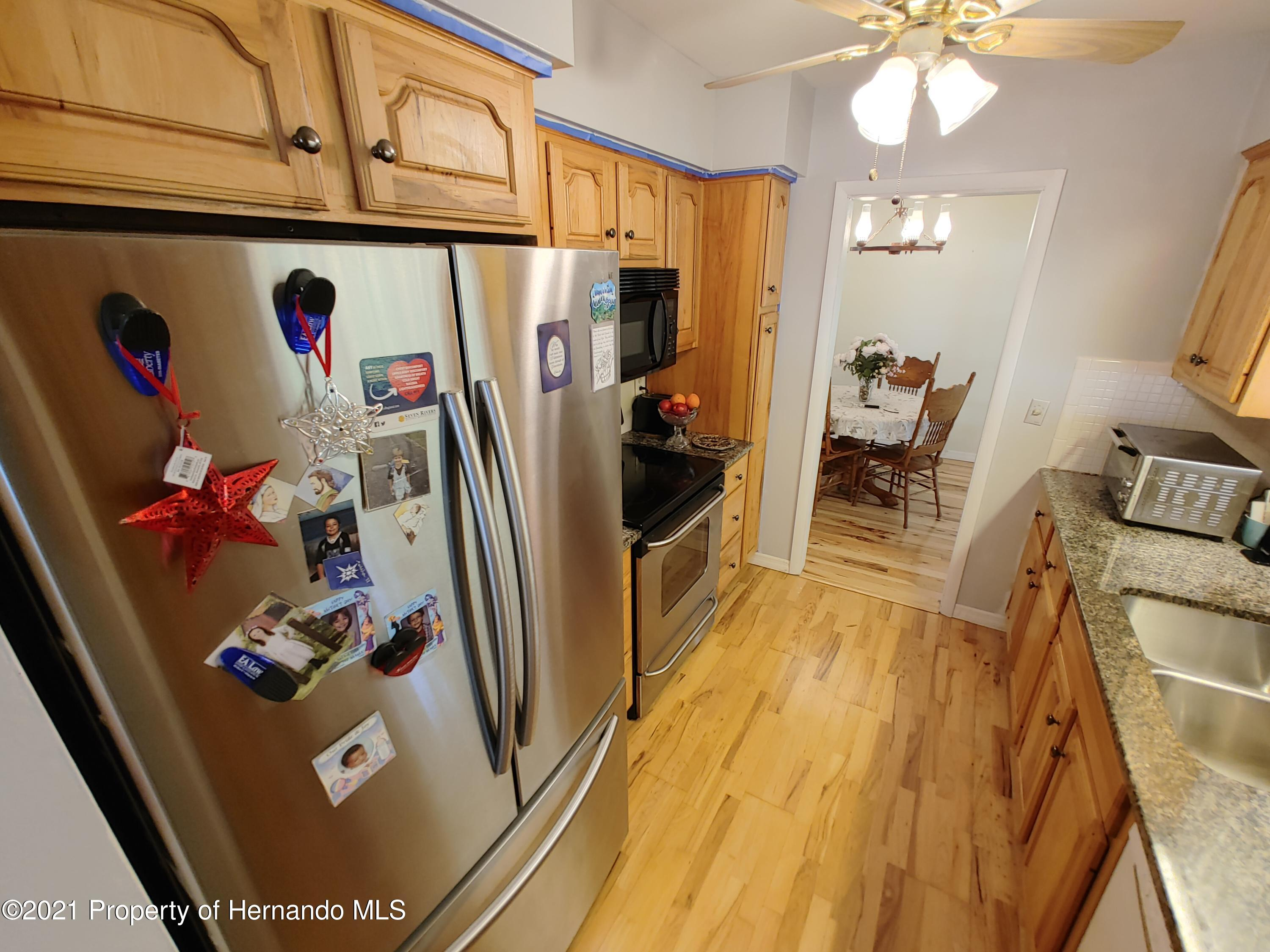 Listing photo id 6 for 7939 W Riverbend Road