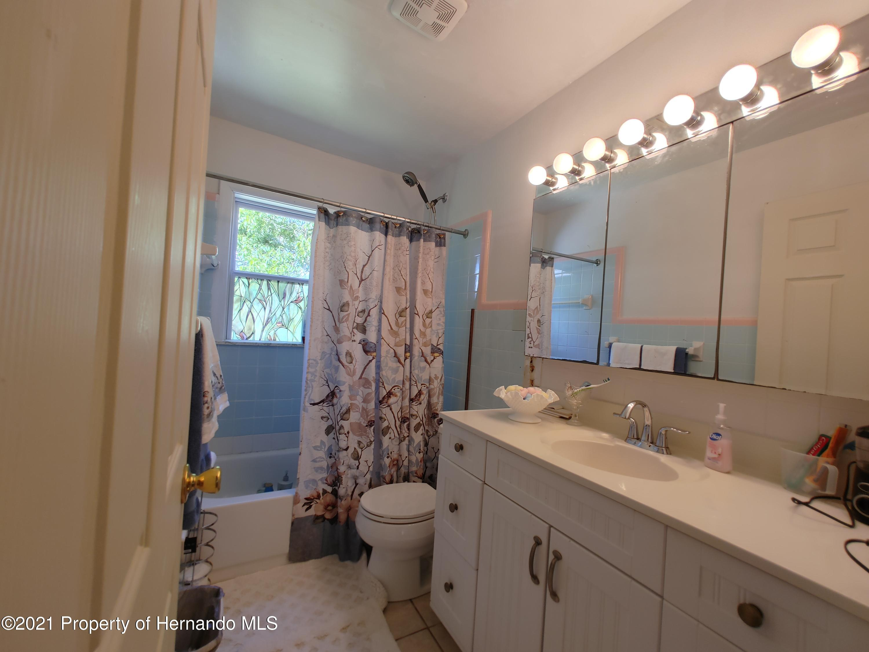 Listing photo id 10 for 7939 W Riverbend Road